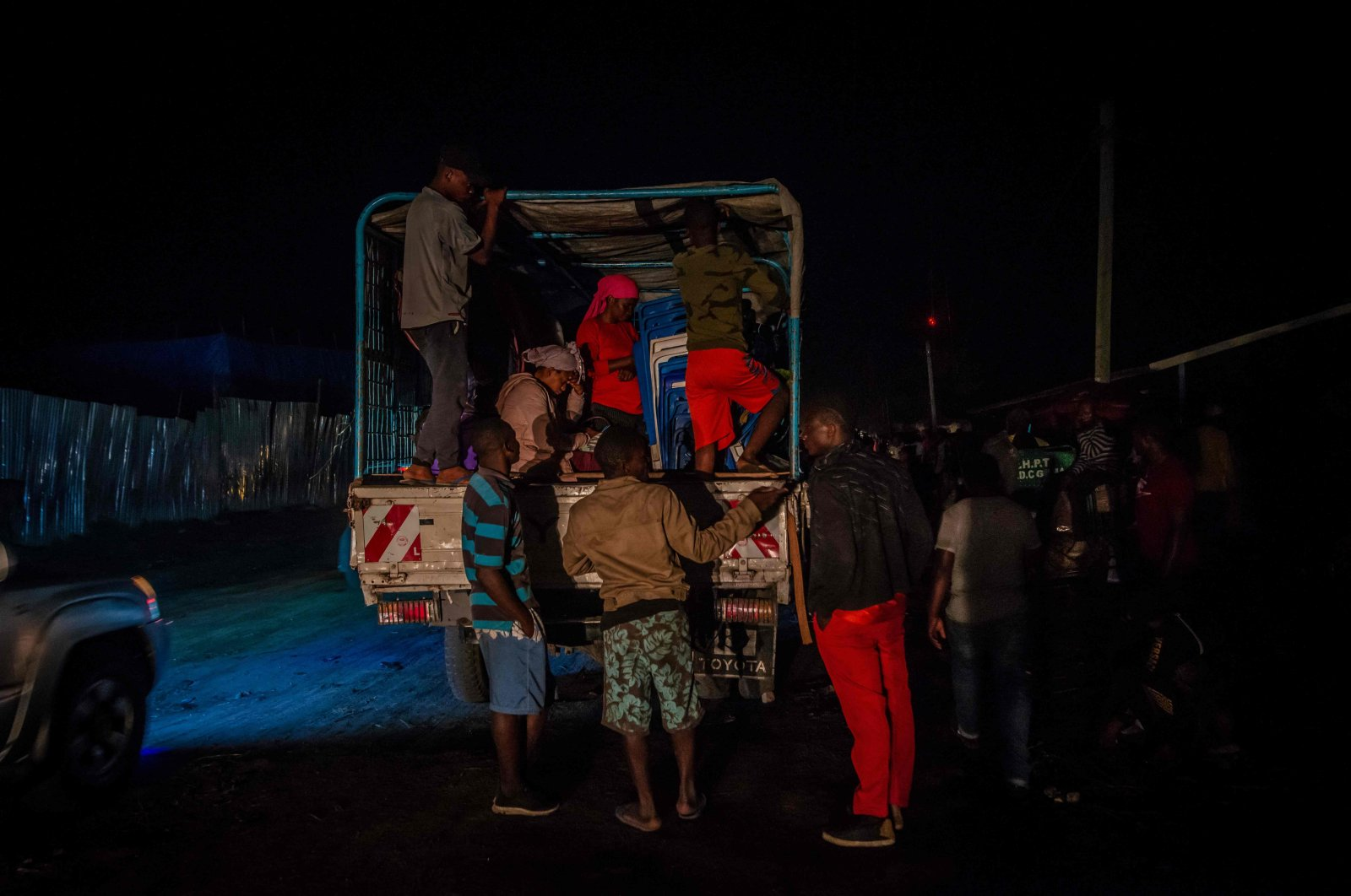 Goma residents arrive in Sake, 25 kilometers Nort-West of Goma, where they fled after the local authorities ordered the population to evacuate the city, Sake, Democratic Republic of Congo, May 27, 2021. (AFP Photo)