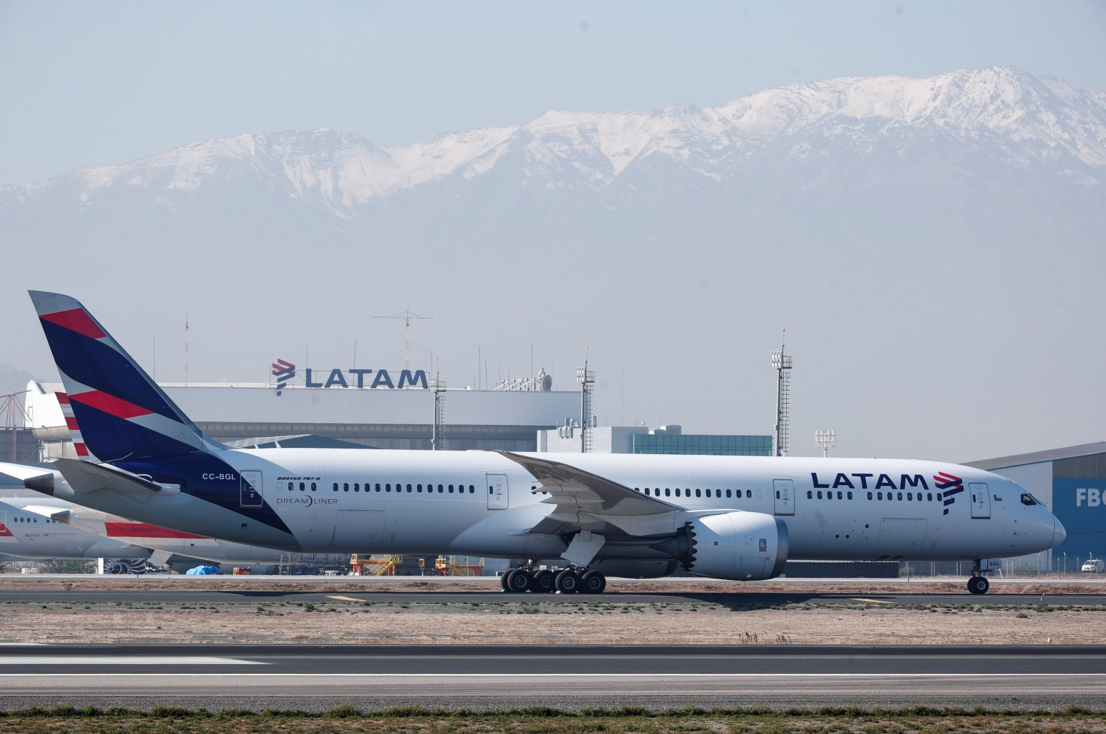 A Boeing 787-9 Dreamliner, tail number CC-BGL of LATAM Airlines at the Arturo Merino Benitez International Airport, Santiago, Chile, May 25, 2021. (EPA Photo)