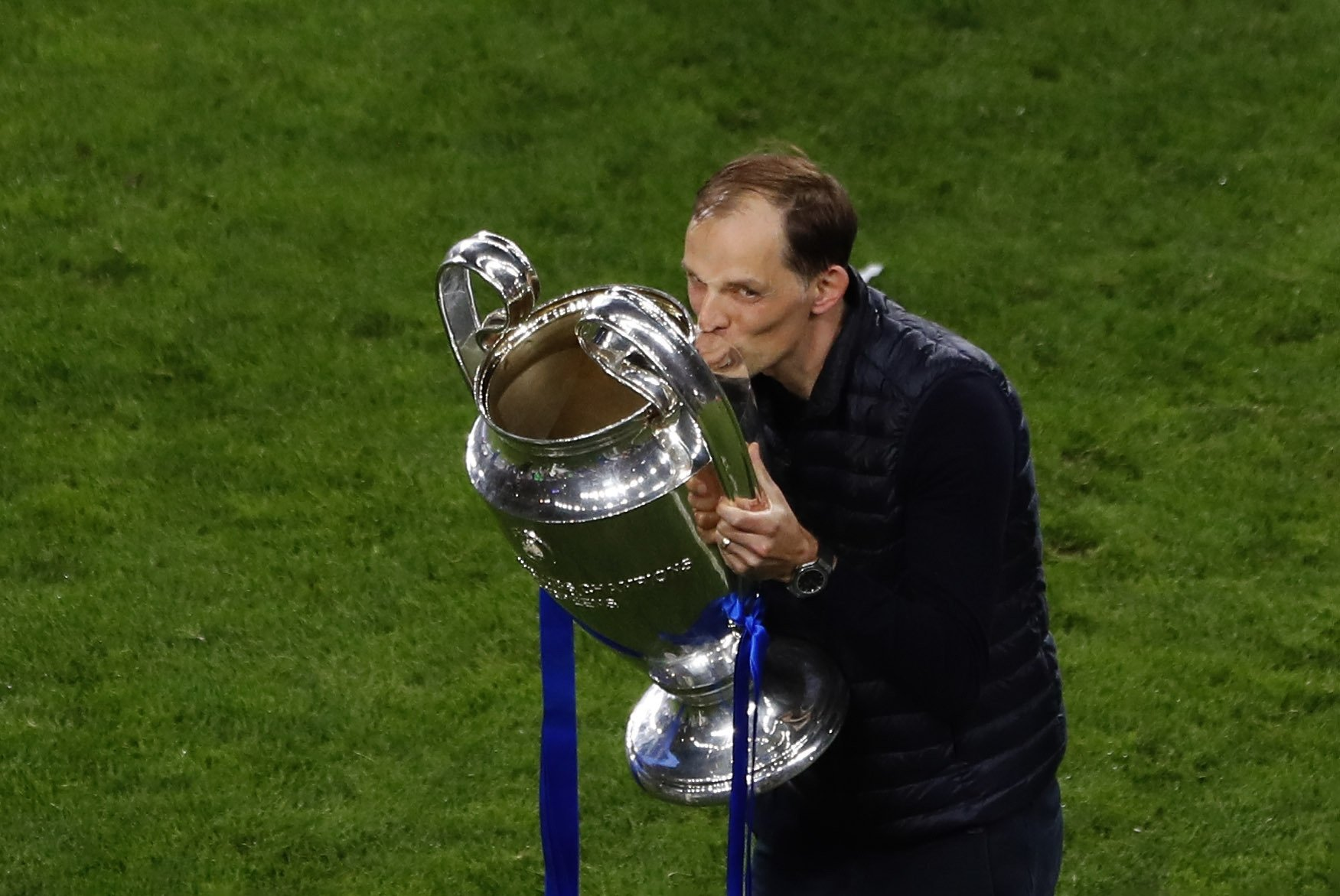Chelsea's head coach Thomas Tuchel celebrates by kissing the trophy after winning the Champions League final match against Manchester City at Dragao Stadium in Porto, Portugal, May 29, 2021. (AP Photo)