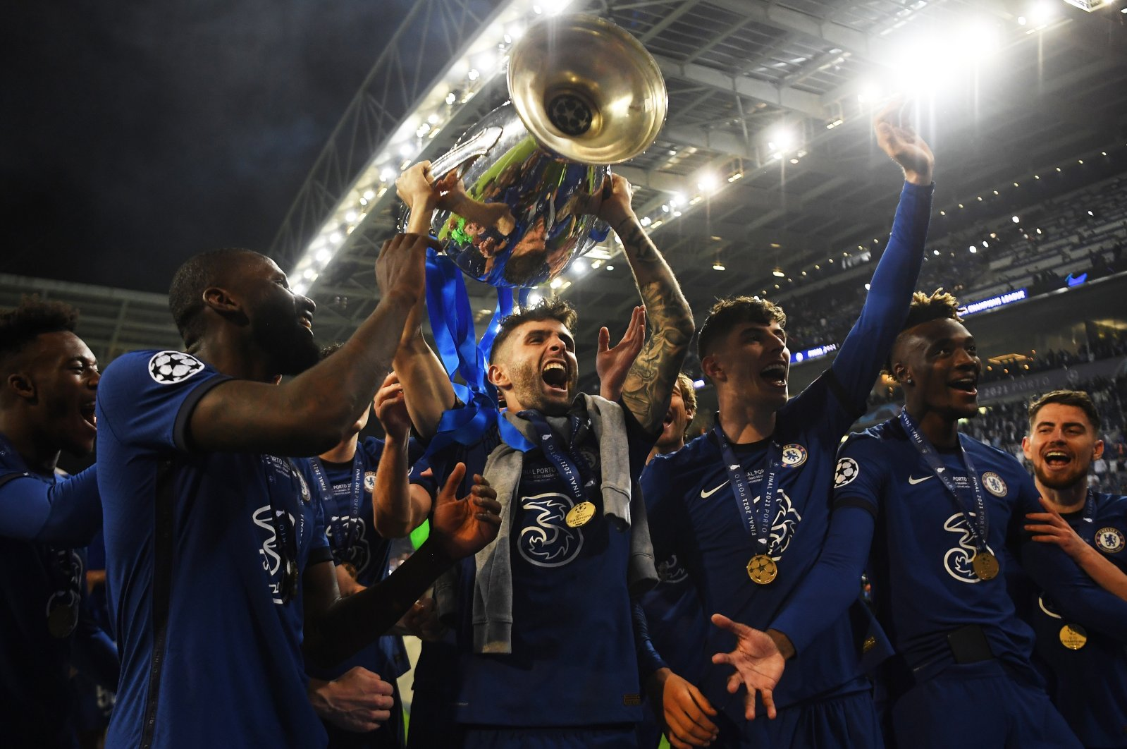 Christian Pulisic (C) of Chelsea lifts the trophy as he and teammates celebrate after winning the UEFA Champions League final against Manchester City, Porto, Portugal, May 29, 2021. (EPA Photo)