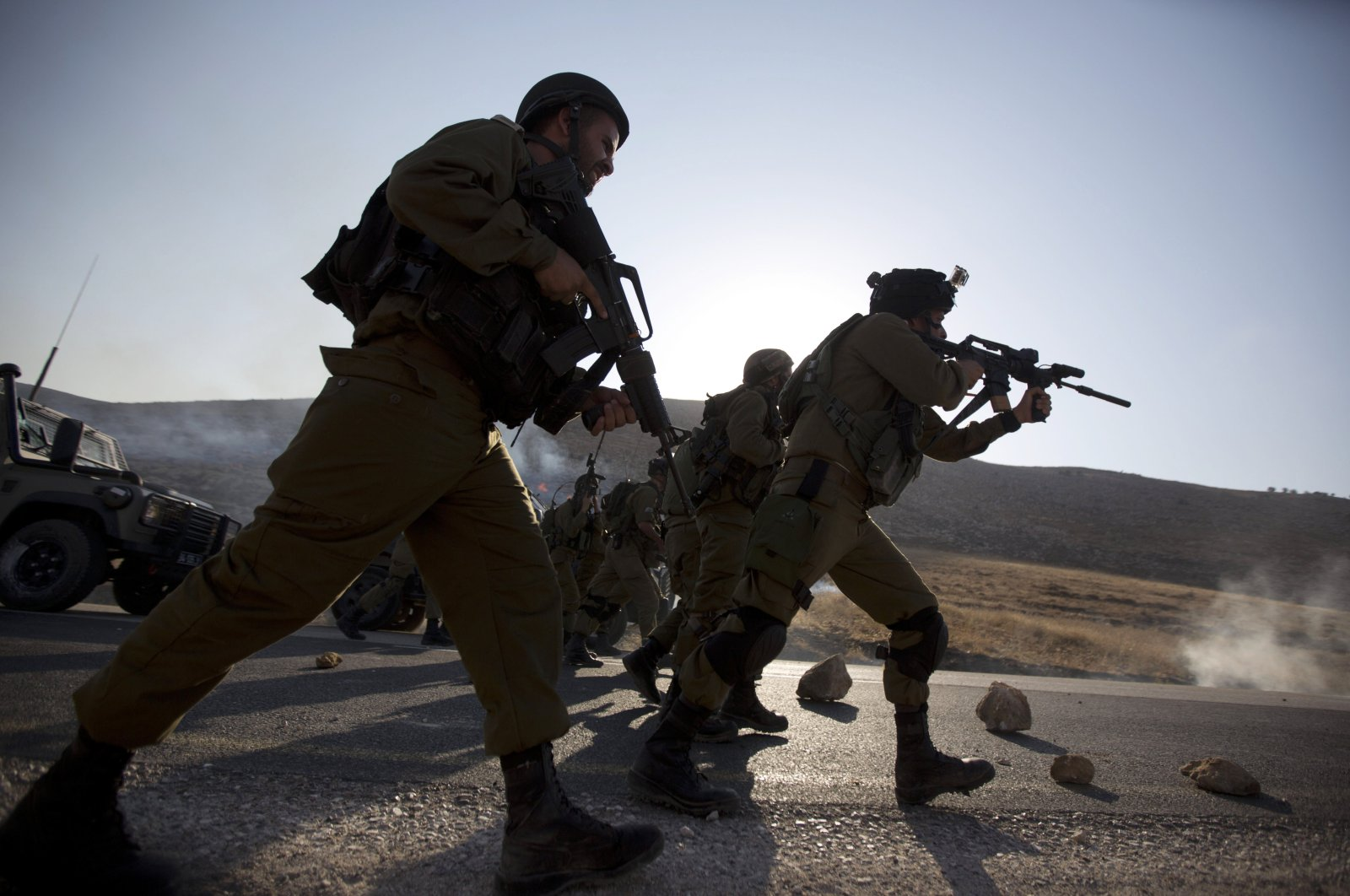 Israeli border police officers chase Palestinian demonstrators during clashes at the entrance to Duma village near the West Bank city of Nablus, Aug. 1, 2015. (AP File Photo)