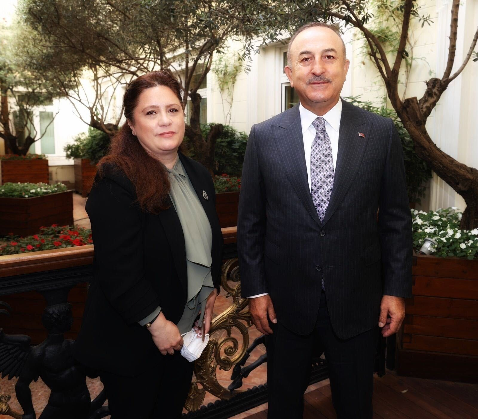 Daily Sabah's Nur Özkan Erbay (L) and Foreign Minister Mevlüt Çavuşoğlu pose for a photo in Athens on May 31, 2021 (DS Photo)