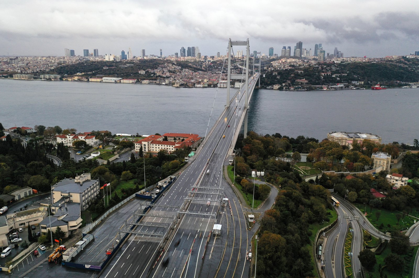 An aerial view of the July 15 Martyrs' Bridge, formerly known as the Bosporus Bridge, during a partial weekend curfew which was imposed to prevent the spread of the COVID-19, in Istanbul, Turkey, Nov. 22, 2020. (Reuters Photo)