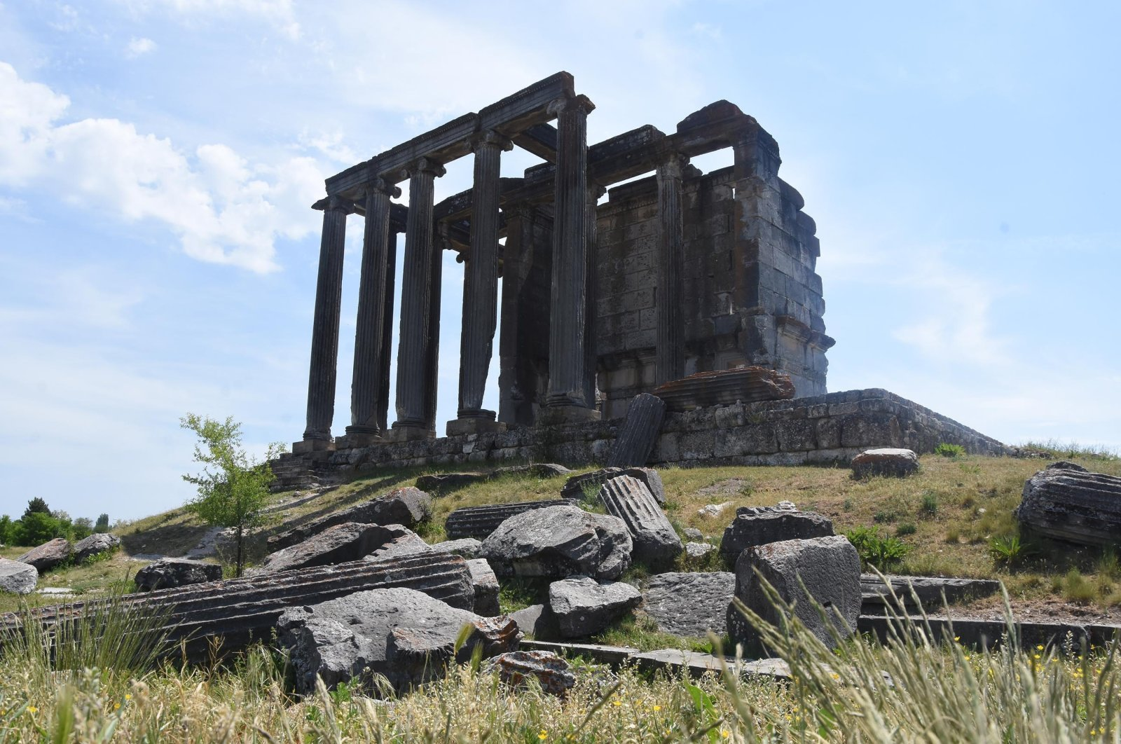 The ruins of the Temple of Zeus still stand at the ancient city of Aizanoi in Kütahya, Turkey, May 30, 2021. (DHA Photo)
