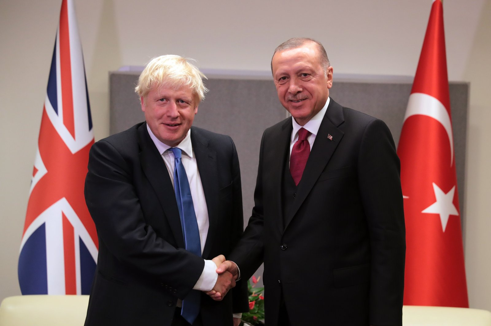 President Recep Tayyip Erdoğan (R) shakes hands with British Prime Minister Boris Johnson within the 74th session the U.N. General Assembly in New York, U.S., Sept. 24, 2019.(IHA Photo)
