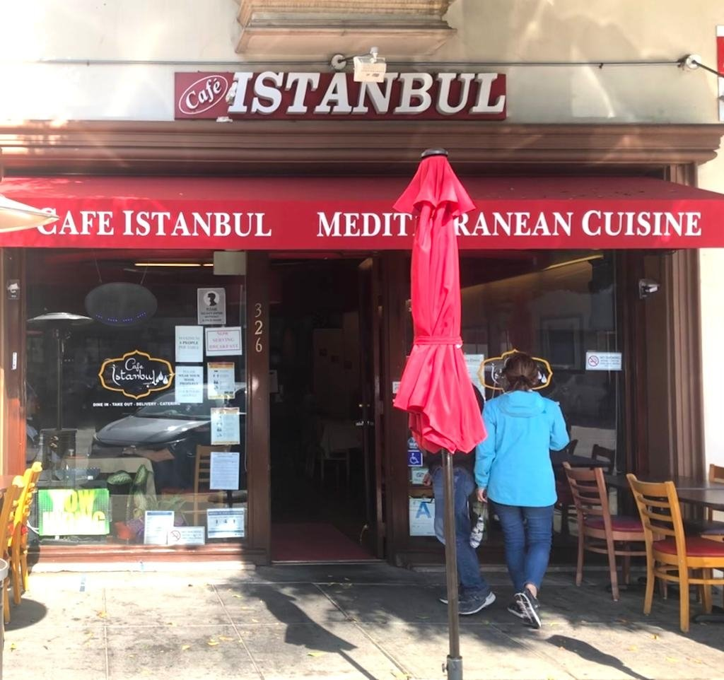 Street view of Cafe Istanbul in Los Angeles. (Matt Hanson for the Daily Sabah)