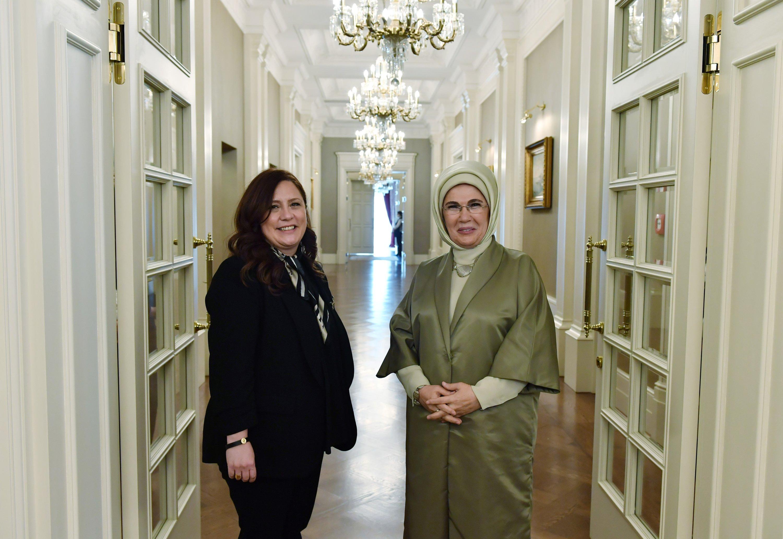 Daily Sabah's Nur Özkan Erbay (L) and First Lady Emine Erdoğan