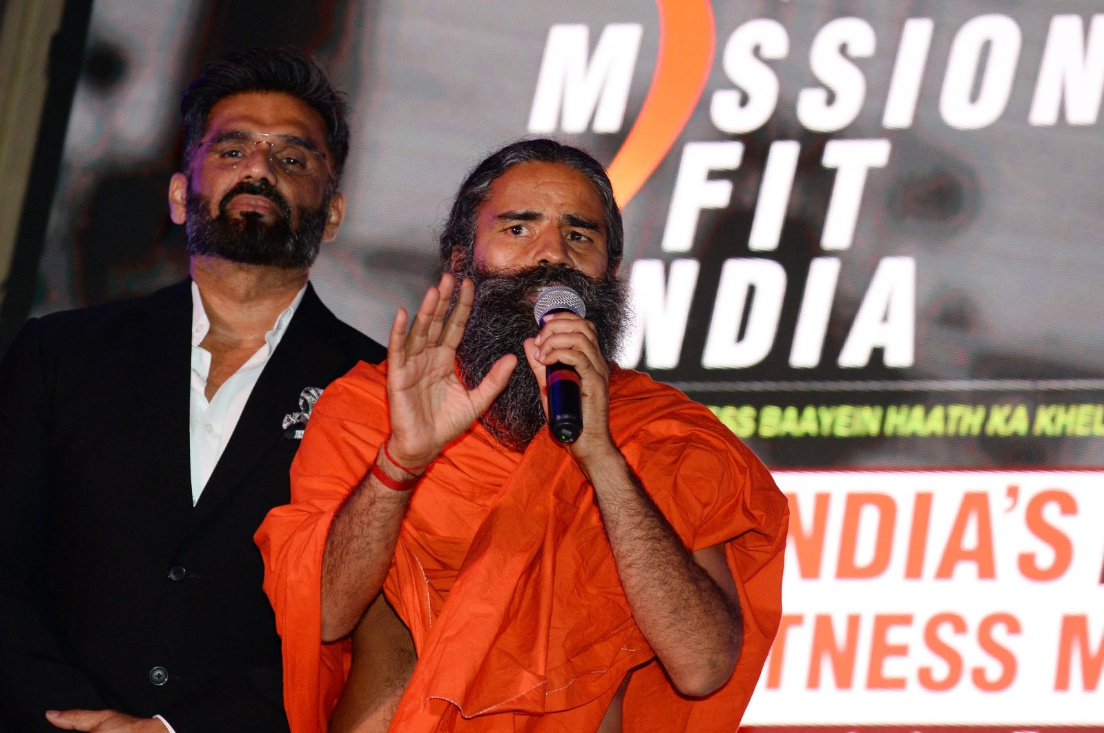 Indian Bollywood actor Suniel Shetty (L) and yoga guru Baba Ramdev speak to the media during a promotional event in New Delhi, India, June 4, 2018. (AFP Photo)
