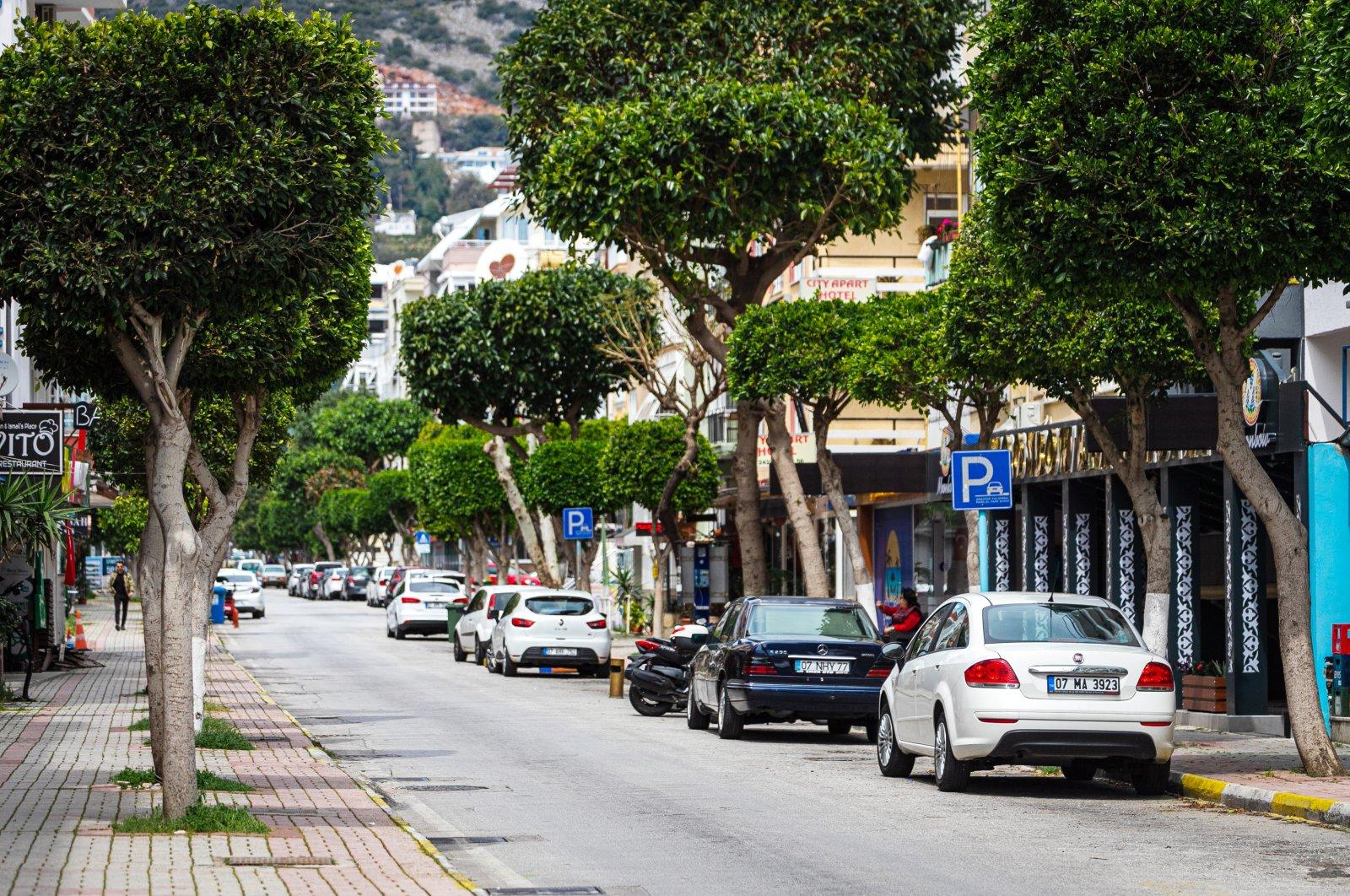 Cars sit parked on a street in Alanya, Antalya, southern Turkey, April 10, 2021. (Shutterstock Photo)