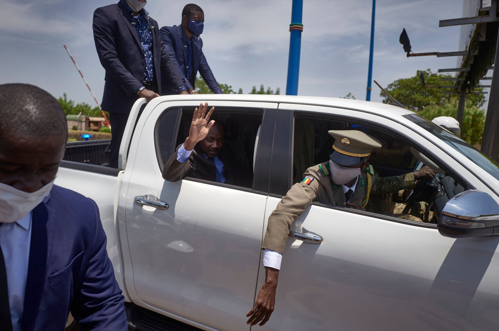 The president of Mali's transitional government, Col. Assimi Goita, waves from his vehicle as he returns from Accra where he met with Economic Community of West African States (ECOWAS) representatives, in Mali, May 31, 2021. (AFP Photo)