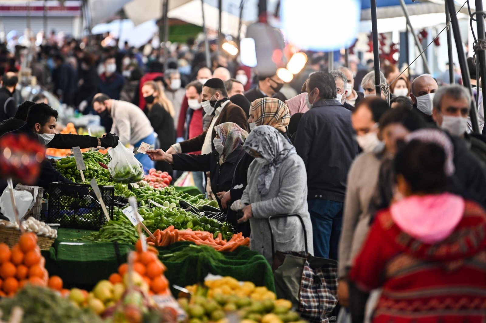 People wearing masks do their grocery shopping at a market in Bayrampaşa, Istanbul, Turkey, April 17, 2020. (AFP Photo)