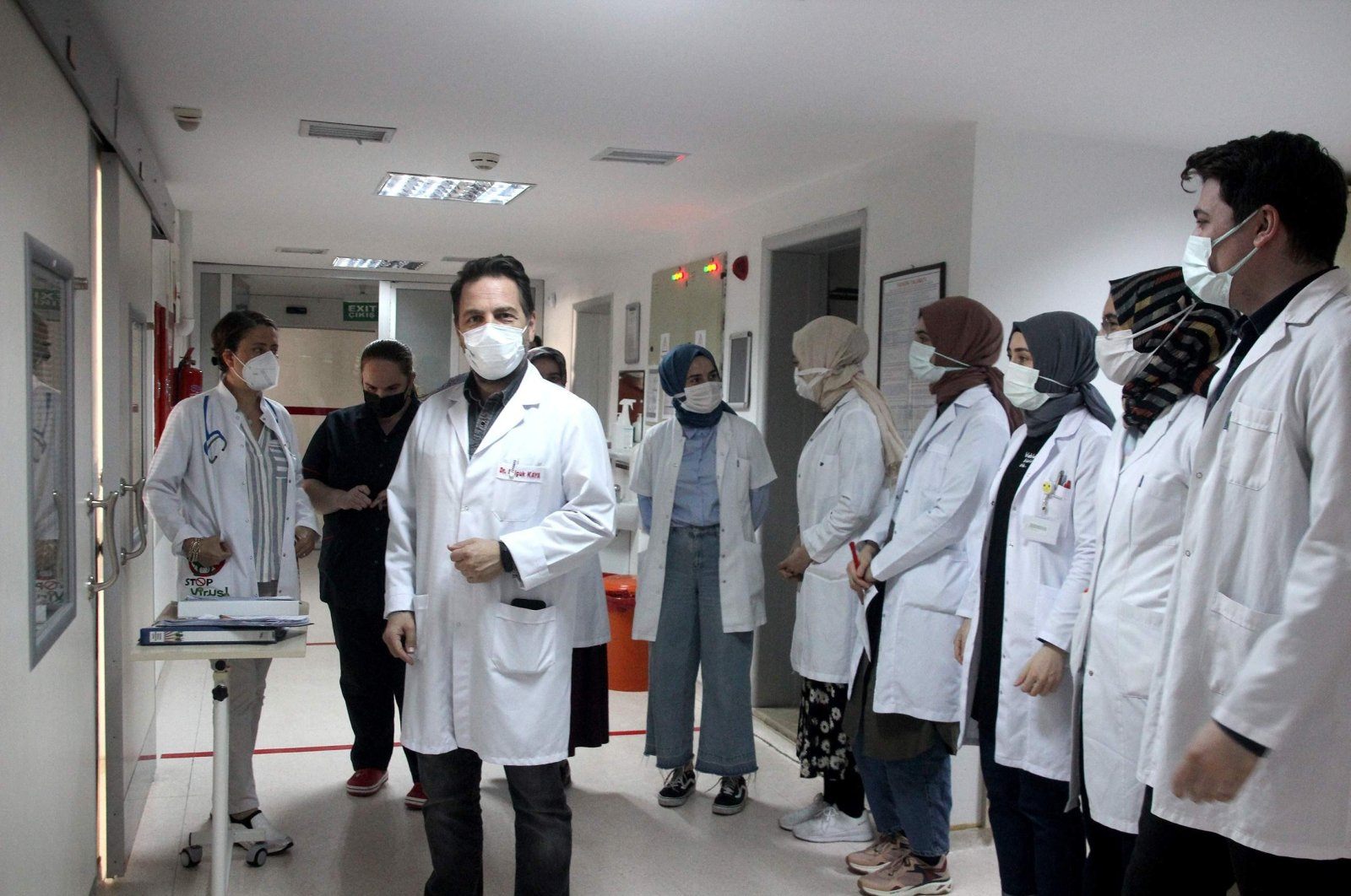 Doctors and other health care staff line the hallway at the hospital where the patient is being treated, in Trabzon, northern Turkey, June 3, 2021. (İHA PHOTO)