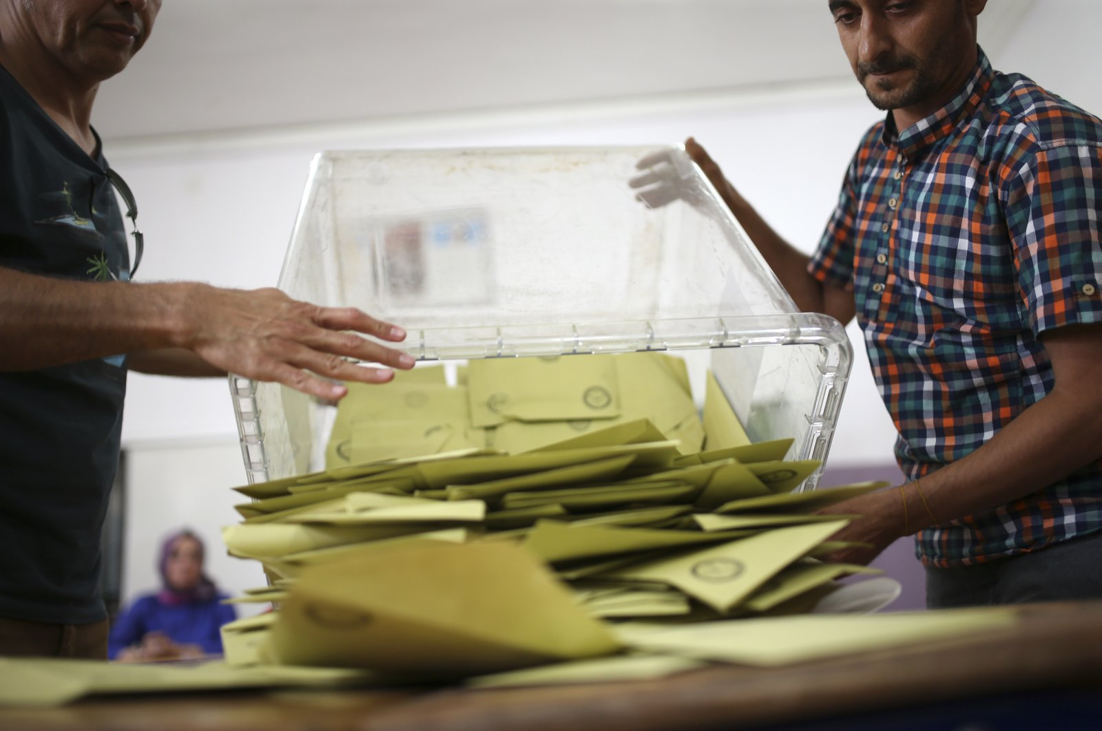 Election officials open a ballot box at a polling station in southeastern Diyarbakır province, Sunday, June 24, 2018. (AP File Photo)