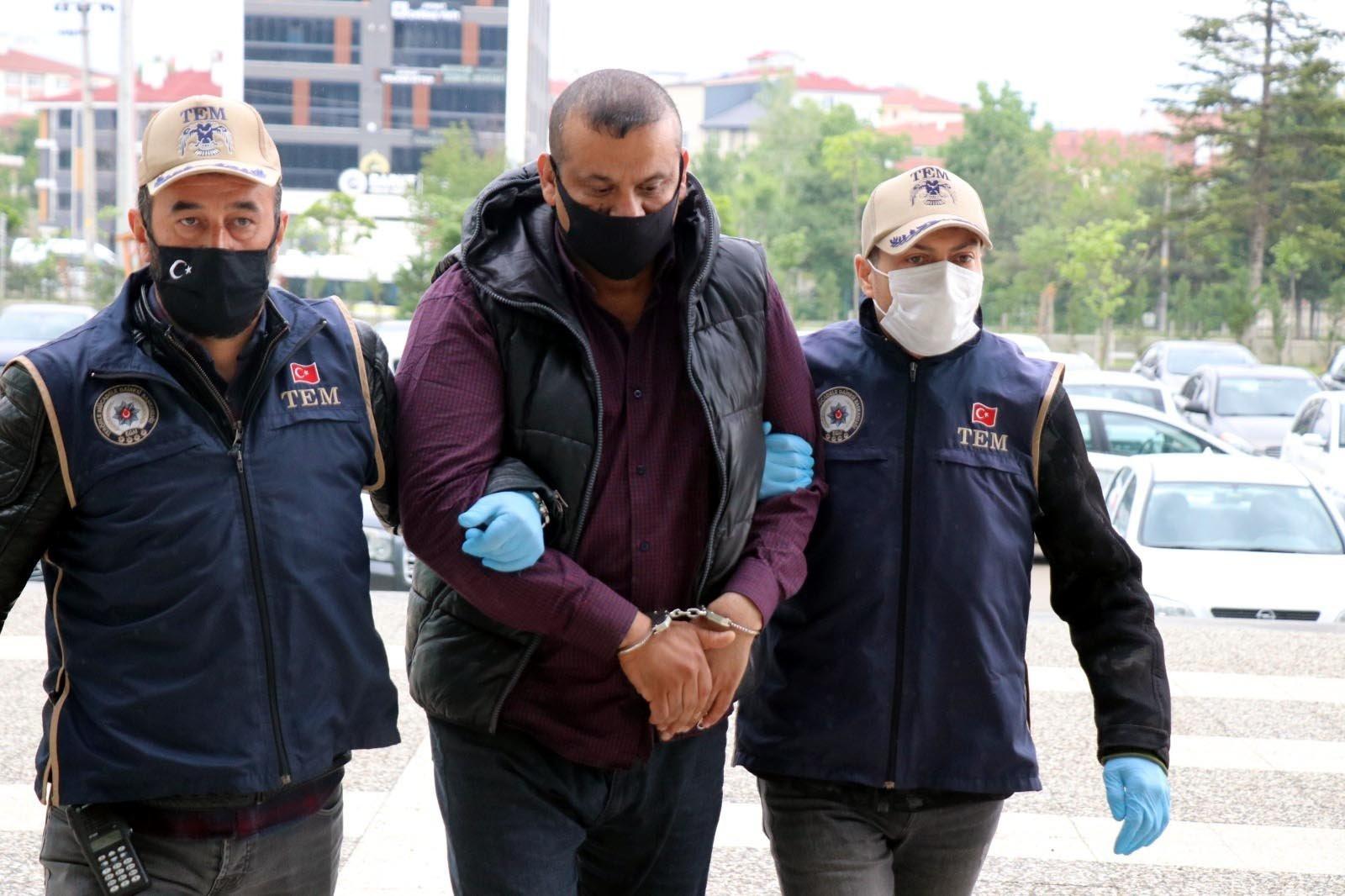 Police escort captured Daesh suspect Arkan Taha Ahmad (C), in Bolu, northern Turkey, June 4, 2021. (DHA Photo)