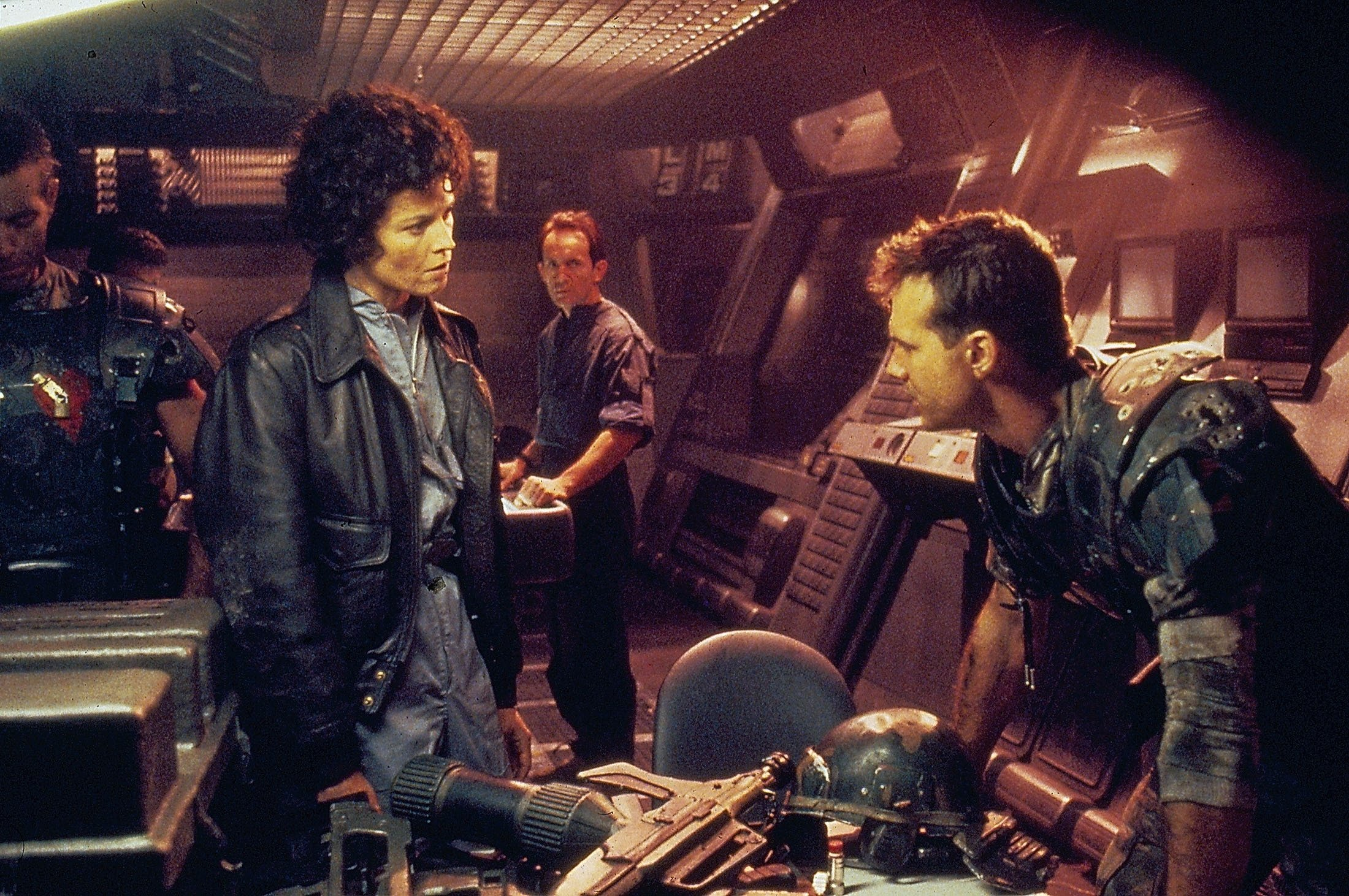 ActorsMichael Biehn (L), Sigourney Weaver (C-L), Lance Henriksen (C-R) and Bill Paxton, have a discussion in a scene from the movie 'Aliens', released in 1986. (Getty Images)