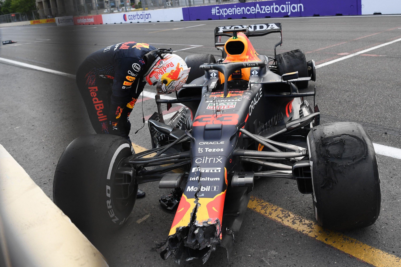 Red Bull's Perez wins chaotic Azerbaijan GP after Verstappen crash   Daily  Sabah
