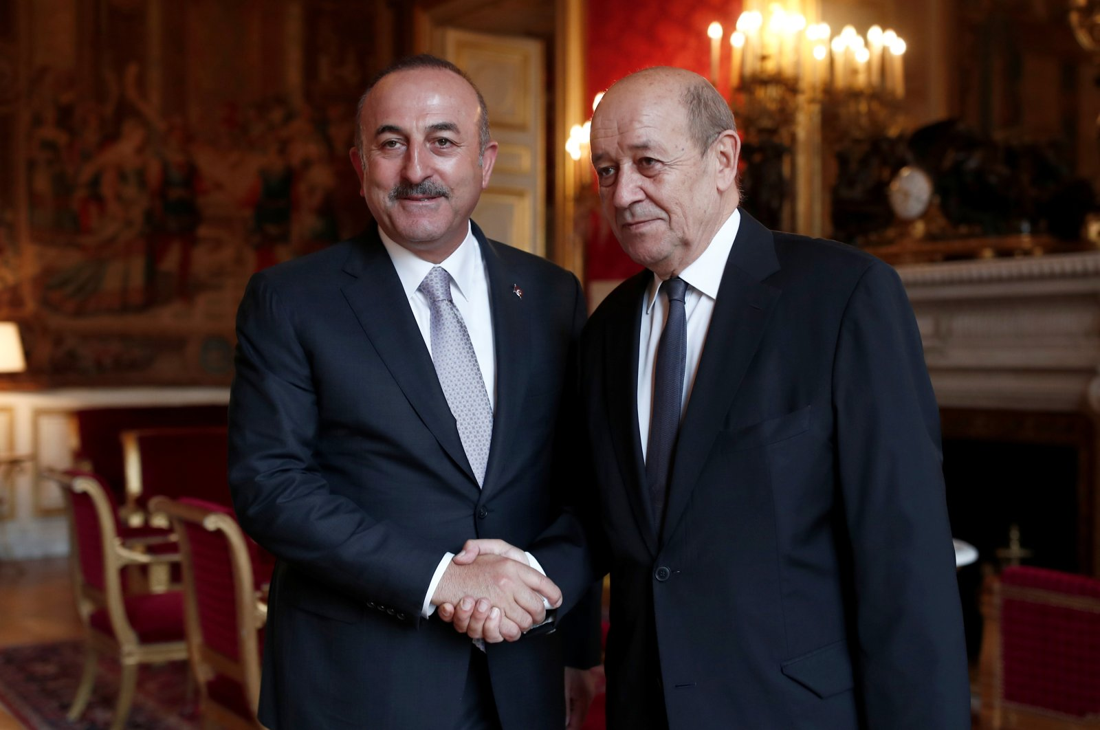 French Minister for Foreign Affairs Jean Yves Le Drian (R) and his Turkish counterpart Mevlüt Çavuşoğlu, pose for the media prior to their bilateral meeting at the Quai d'Orsay in Paris, France, September 30, 2018. (Reuters File Photo)