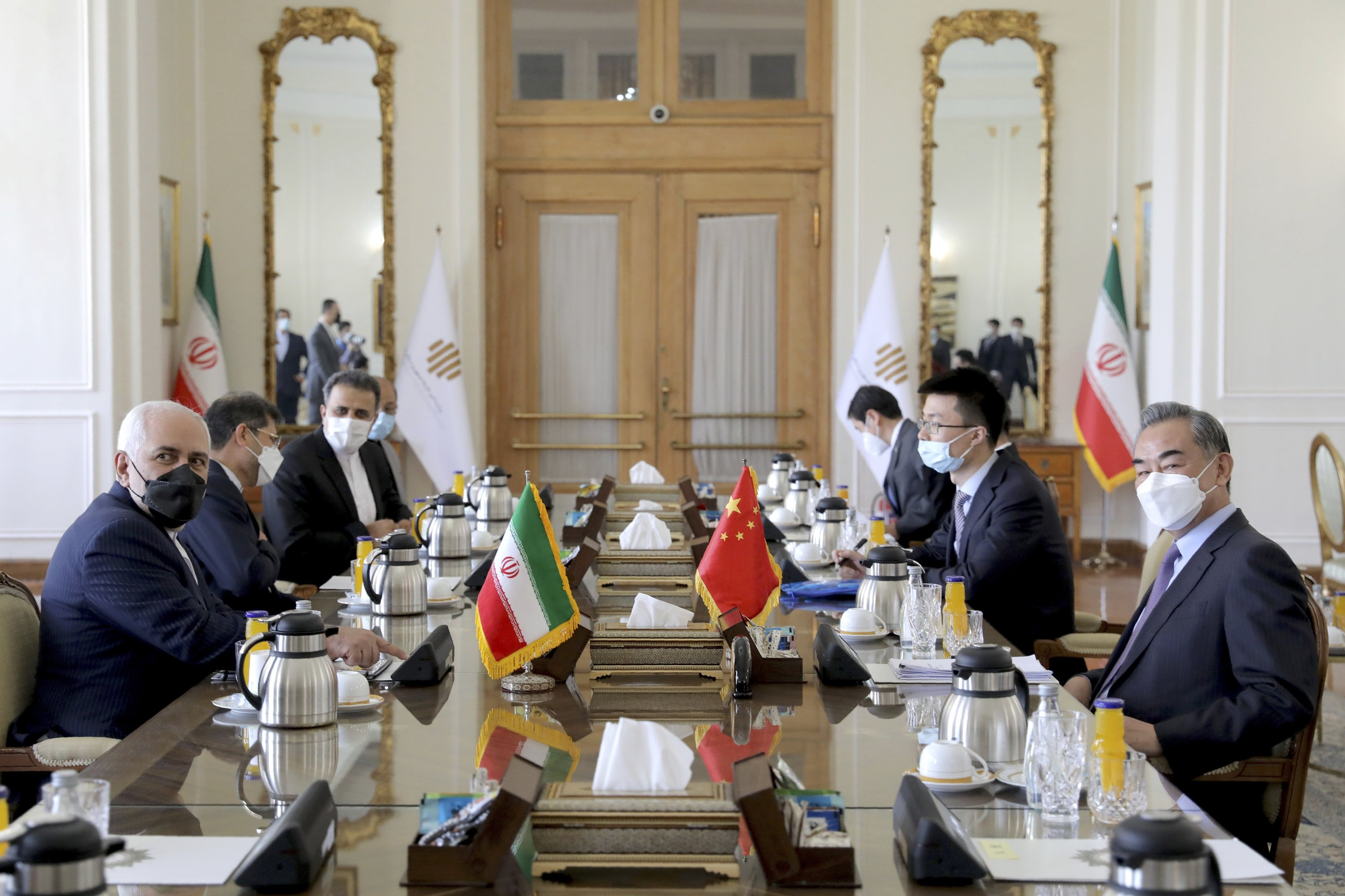 Iranian Foreign Minister Mohammad Javad Zarif (L) and Chinese Foreign Minister Wang Yi (R) attend a meeting, Tehran, Iran, March 27, 2021. (AP Photo)