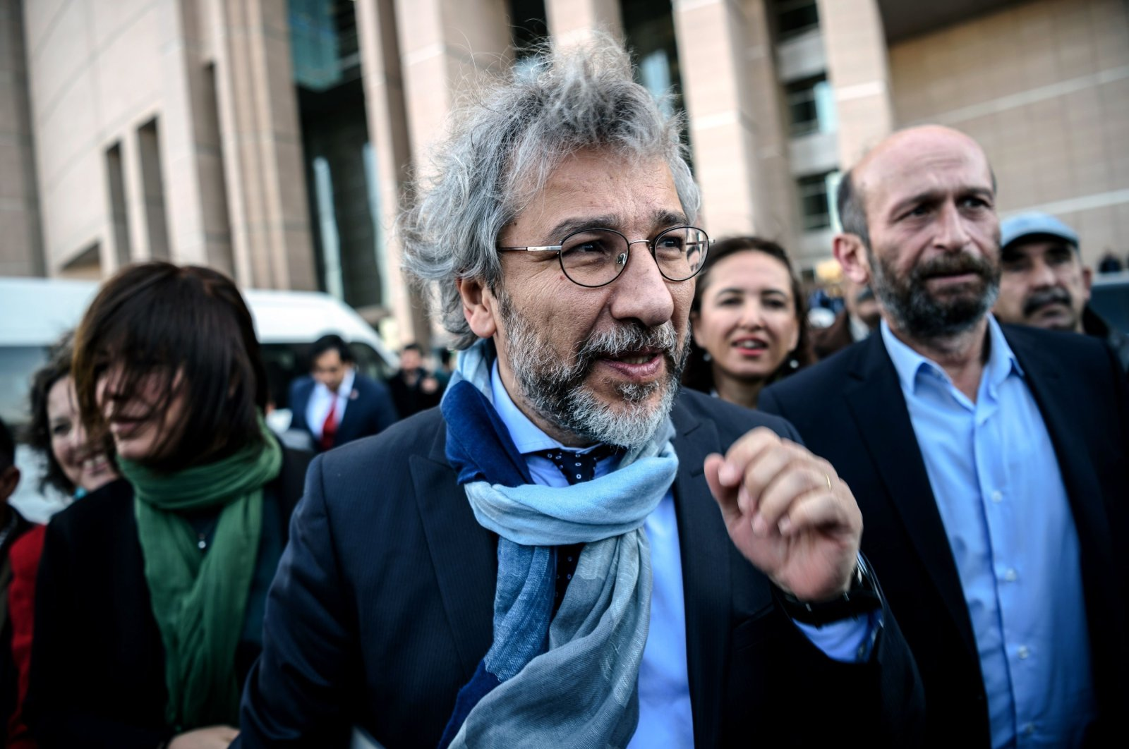 Can Dündar arrives at a courthouse for his trial, in Istanbul, Turkey, April 1, 2016. (AFP PHOTO)