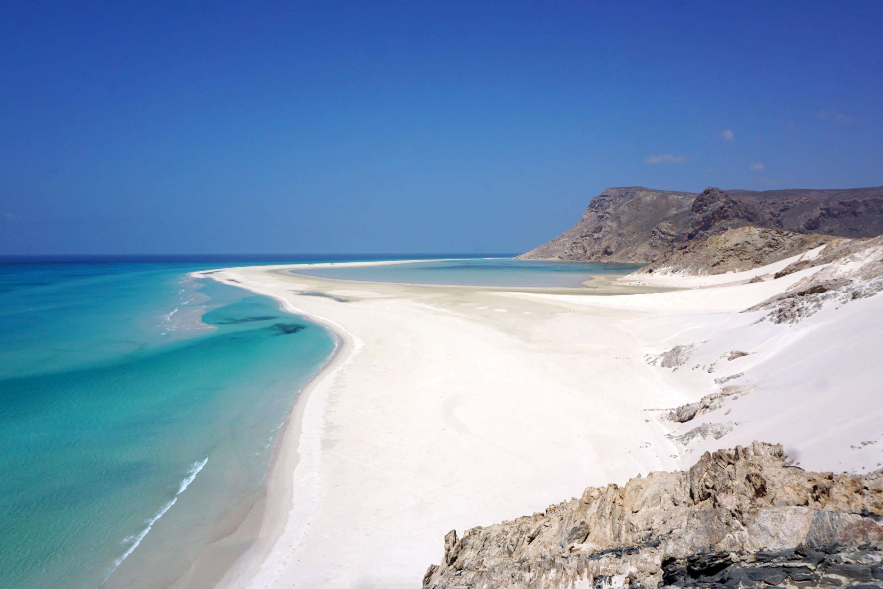White sands cover a beach of Detwah Lagoon, on the far west of the Yemeni island of Socotra, April 14, 2021. (AFP Photo)