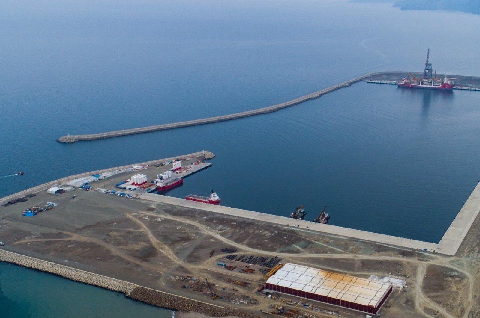 Turkey's drillship Kanuni docks at the Port of Filyos in northern Zonguldak province, Turkey, Feb. 17, 2021. (IHA Photo)