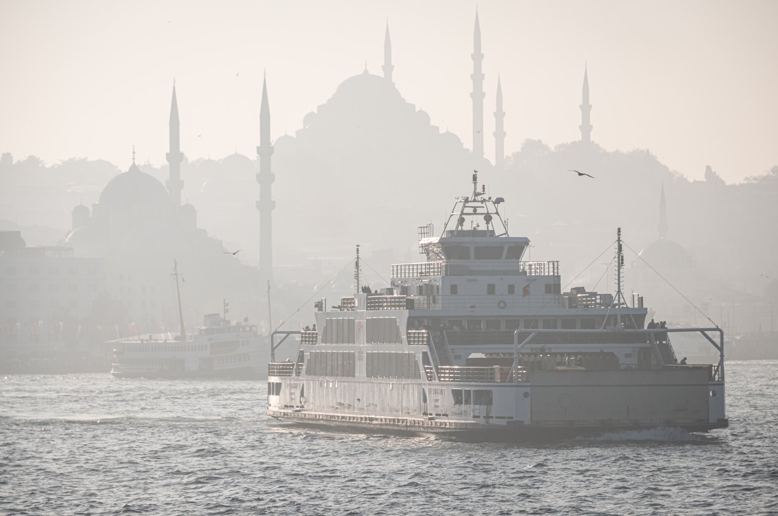 A high concentration of air pollution lowered visibility, making dramatic sights of the historic mosques in the Fatih district as ferries follow their normal routes along the Golden Horn, Istanbul, Turkey, Oct. 24, 2021. (Photo by Getty Images)