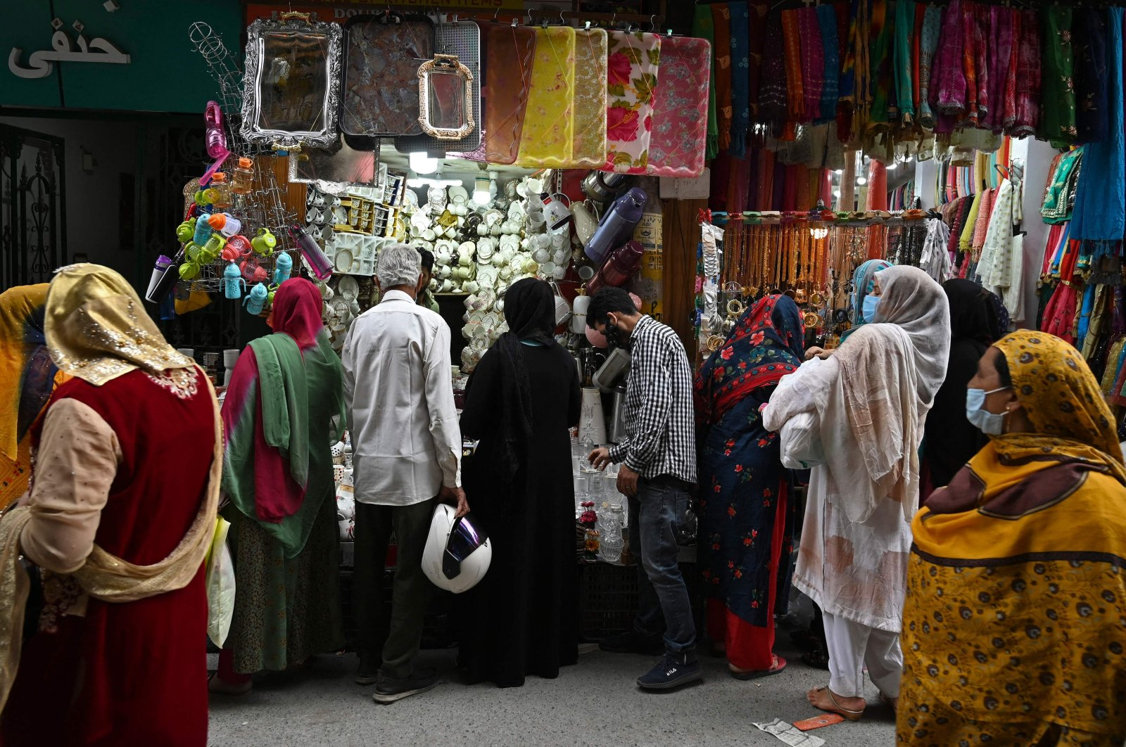 People shop at a market following a partial relaxation in the lockdown imposed to curb the spread of the coronavirus in Srinagar, Indian-administrated Kashmir, June 3, 2021. (AFP Photo)