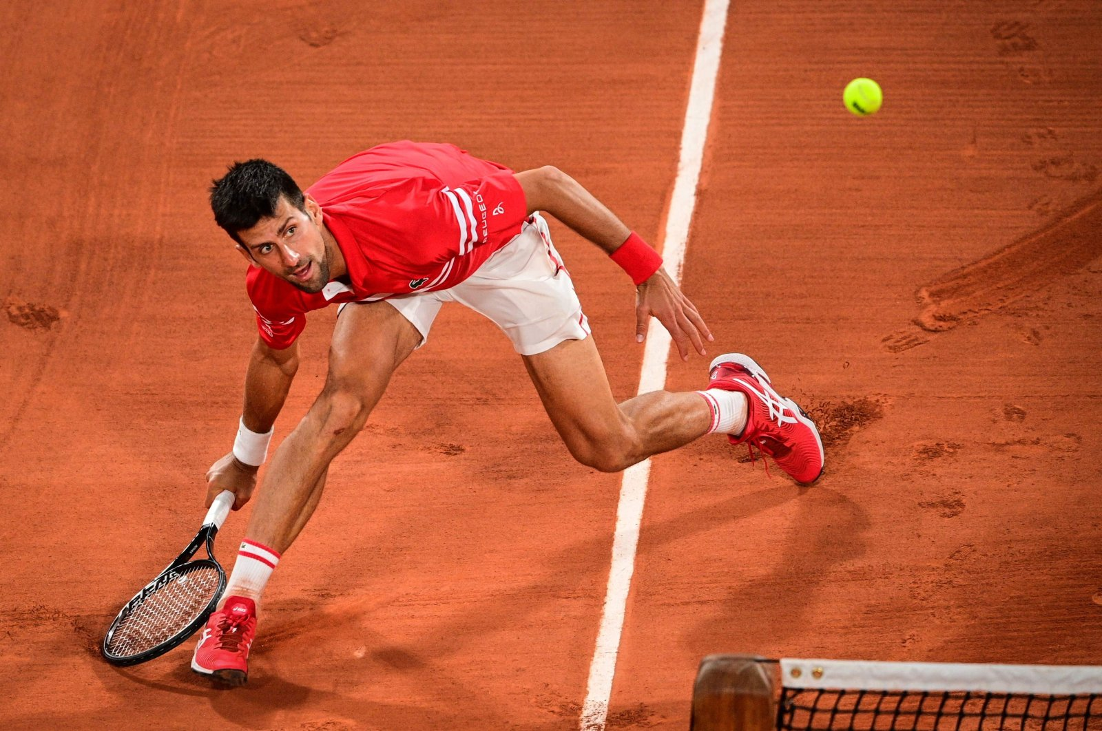 Serbia's Novak Djokovic eyes the ball as he returns it to Italy's Matteo Berrettini during their men's singles French Open quarterfinal match, Paris, France, June 9, 2021. (AFP Photo)