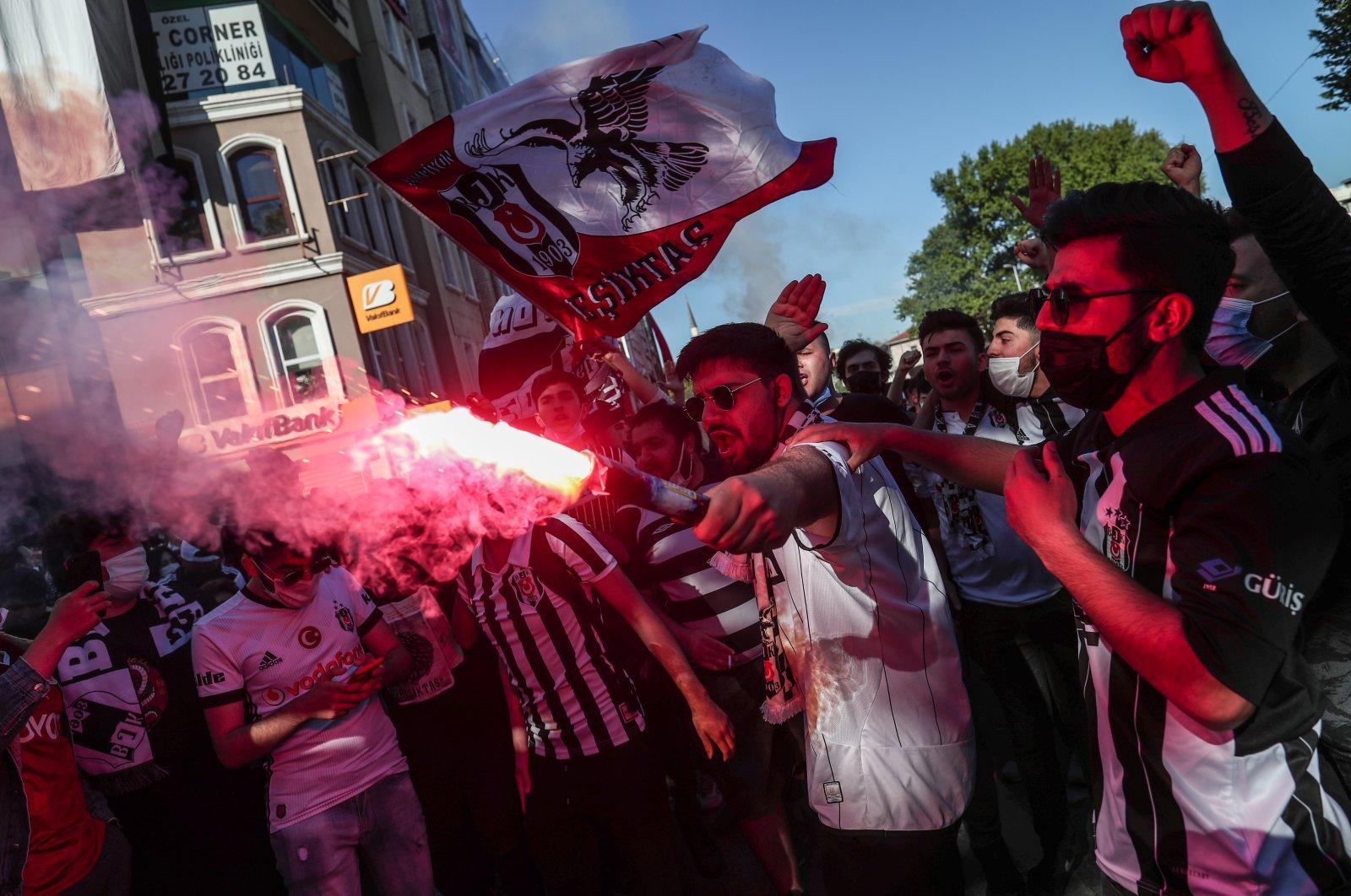 Beşiktaş fans celebrate winning the Turkish Süper Lig before the trophy ceremony in Istanbul, Turkey, May 19, 2021. (EPA Photo)
