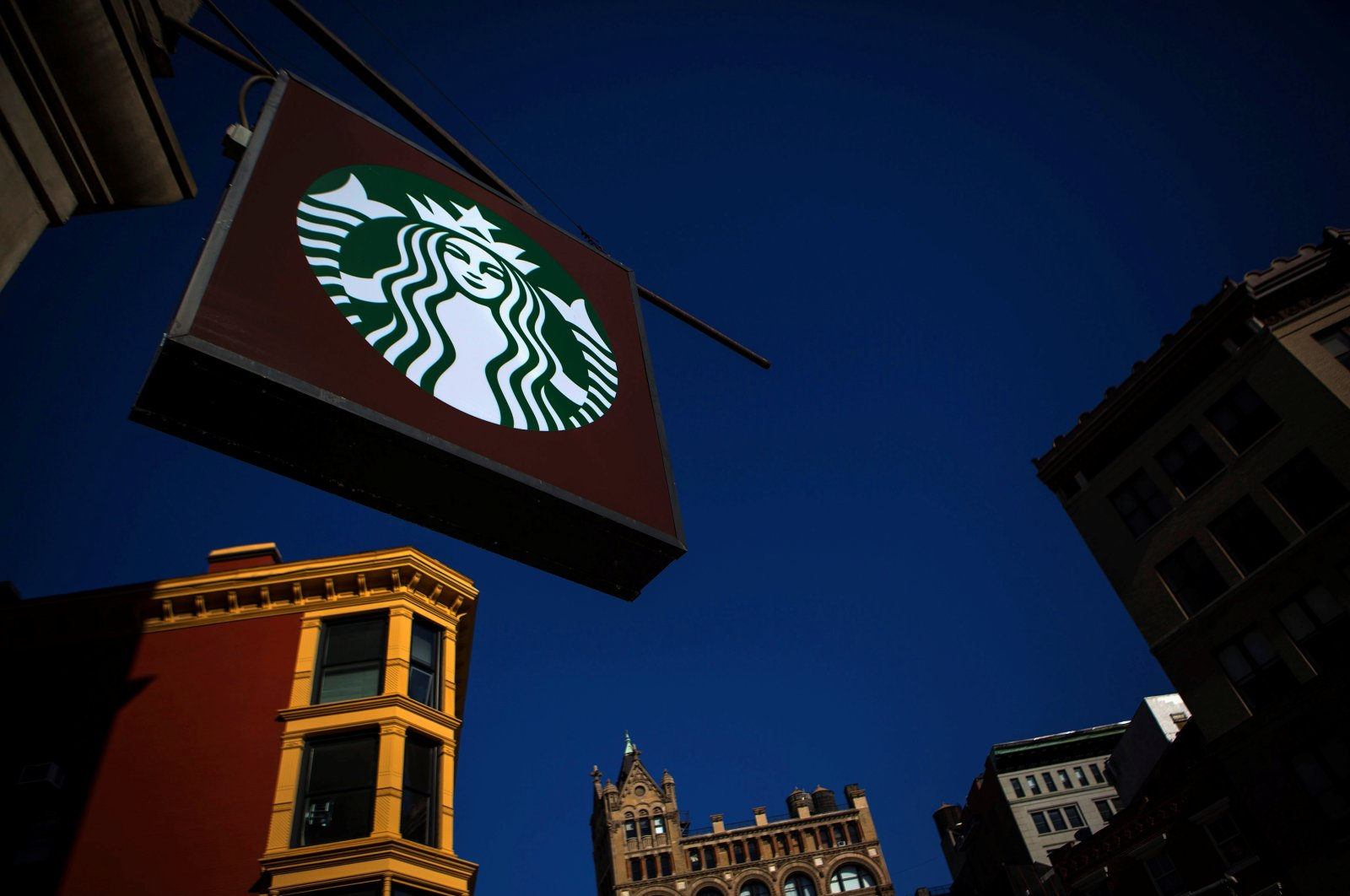 The sign of a Starbucks store is seen in New York, the U.S., Jan. 24, 2014. (Reuters Photo)