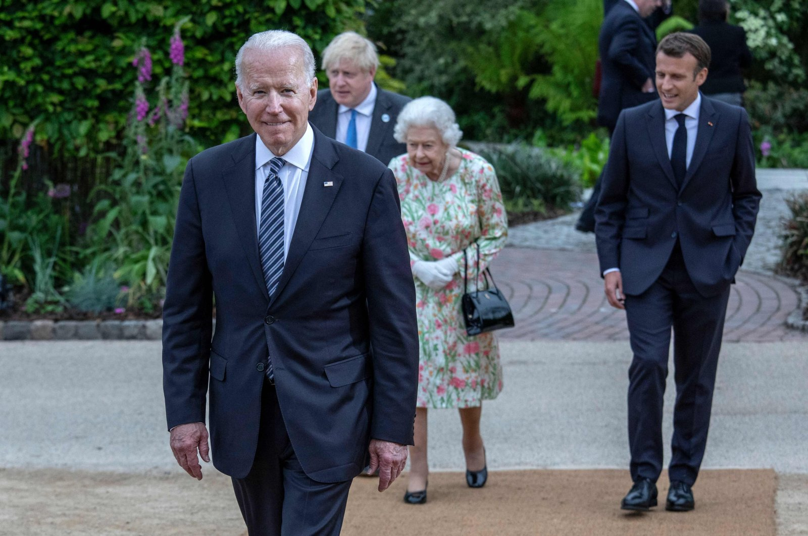 U.S. President Joe Biden (L), British Prime Minister Boris Johnson (2nd L), Britain's Queen Elizabeth II (C) and French President Emmanuel Macron arrive for a family photograph during a reception at The Eden Project in Cornwall, Britain, June 11, 2021. (AFP Photo)