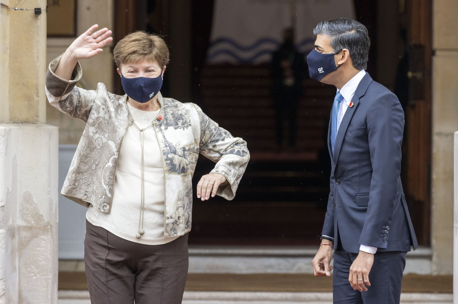 Britain's chancellor of the exchequer, Rishi Sunak (R), welcomes Kristalina Georgieva from the IMF ahead of the G-7 finance ministers meeting at Lancaster House in London, Britain, June 4, 2021. (Steve Reigate/Pool via AP)