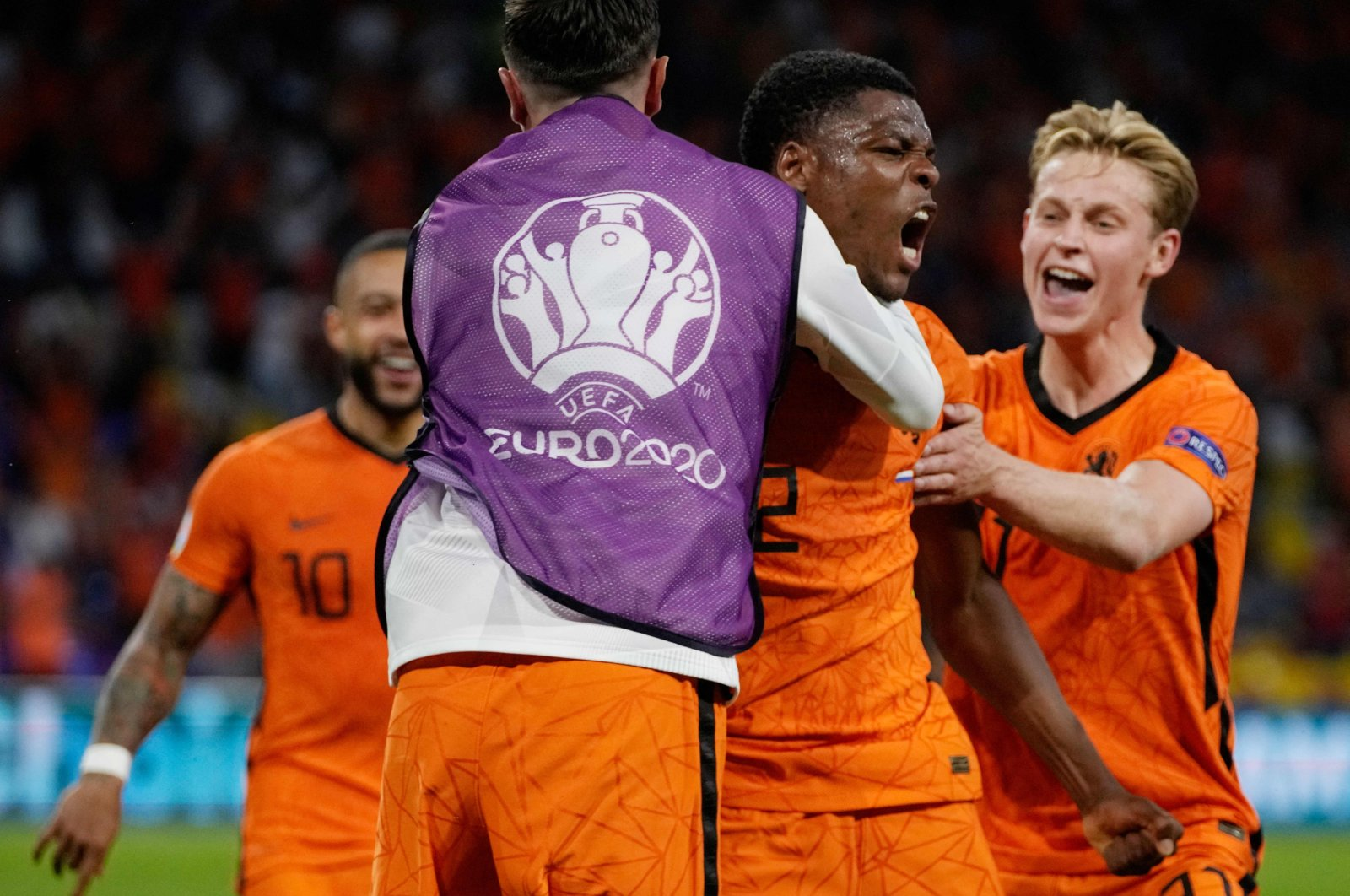 Netherlands' defender Denzel Dumfries (C) is congratulated after scoring the winning goal during the UEFA EURO 2020 Group C match against Ukraine at the Johan Cruyff Arena in Amsterdam, the Netherlands, June 13, 2021. (AFP Photo)