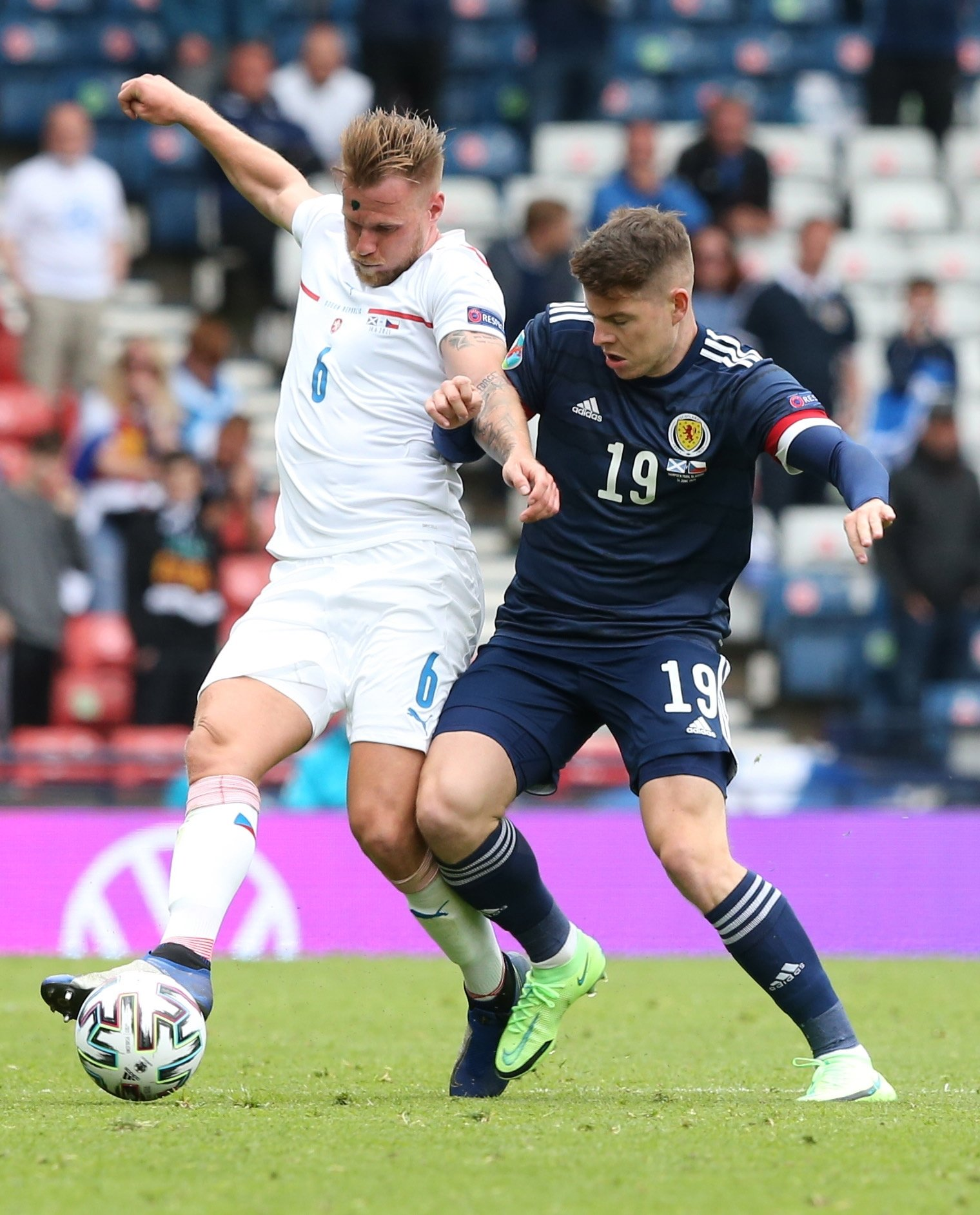 Scotland's Kevin Nisbet (R) in action against the Czech Republic's Tomas Kalas during their UEFA EURO 2020 Group D match in Glasgow, Scotland, June 14, 2021. (EPA Photo)