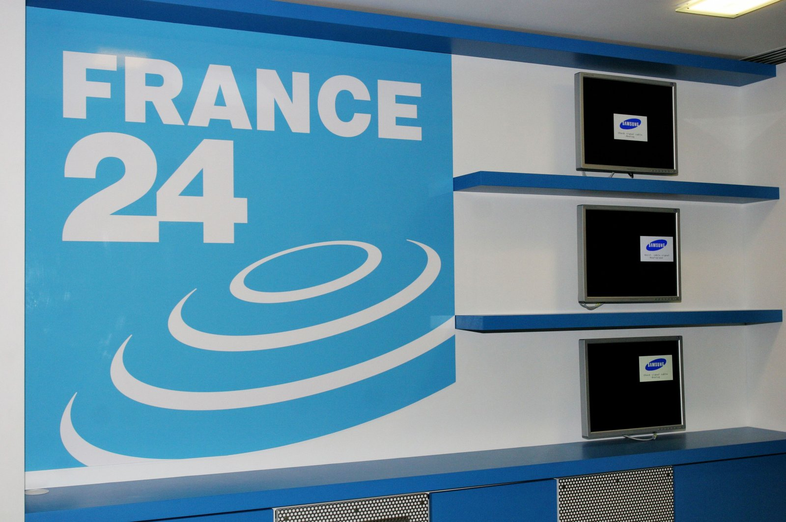Studios of French 24-hour international news TV channel, France 24 in Issy les Moulineaux near Paris, France, on Dec. 6, 2006. (Reuters File Photo)