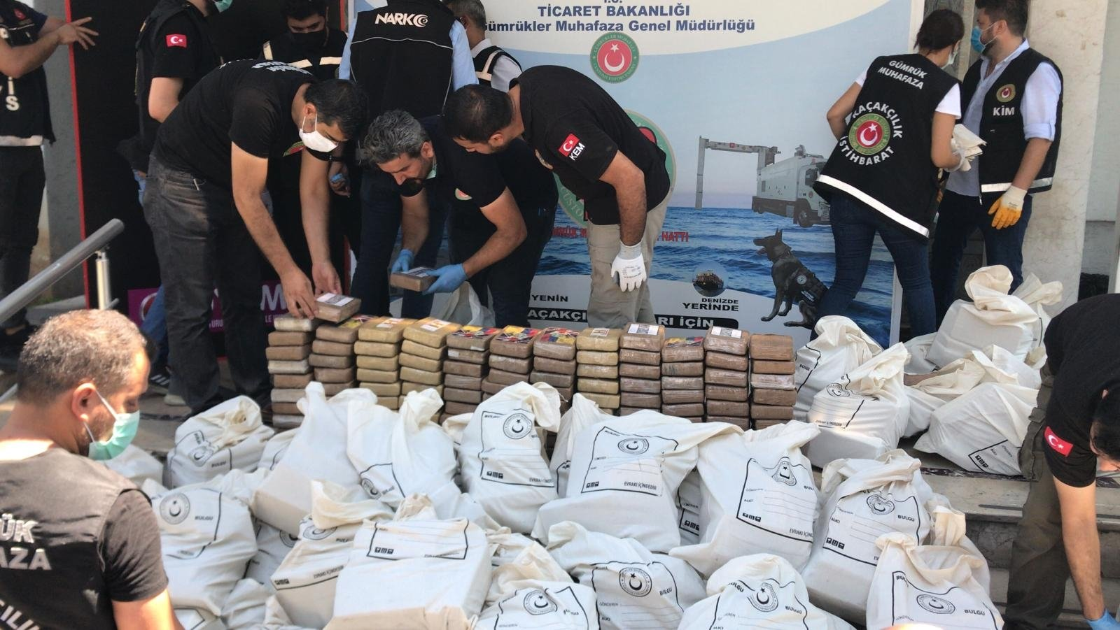 Police and customs officers sort the seized drugs in Mersin, Turkey, June 16, 2021. (AA PHOTO)