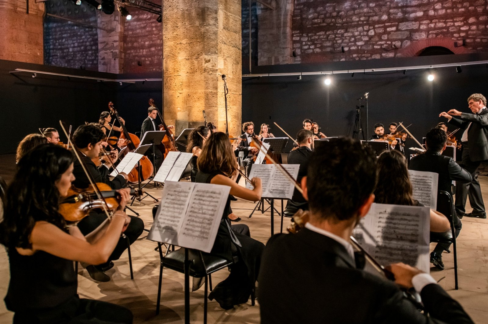 The Festival Orchestra under the direction of Can Okan will accompany pianist İdil Biret at Harbiye Cemil Topuzlu Open Air Theater on Aug. 24. (Courtesy of IKSV)