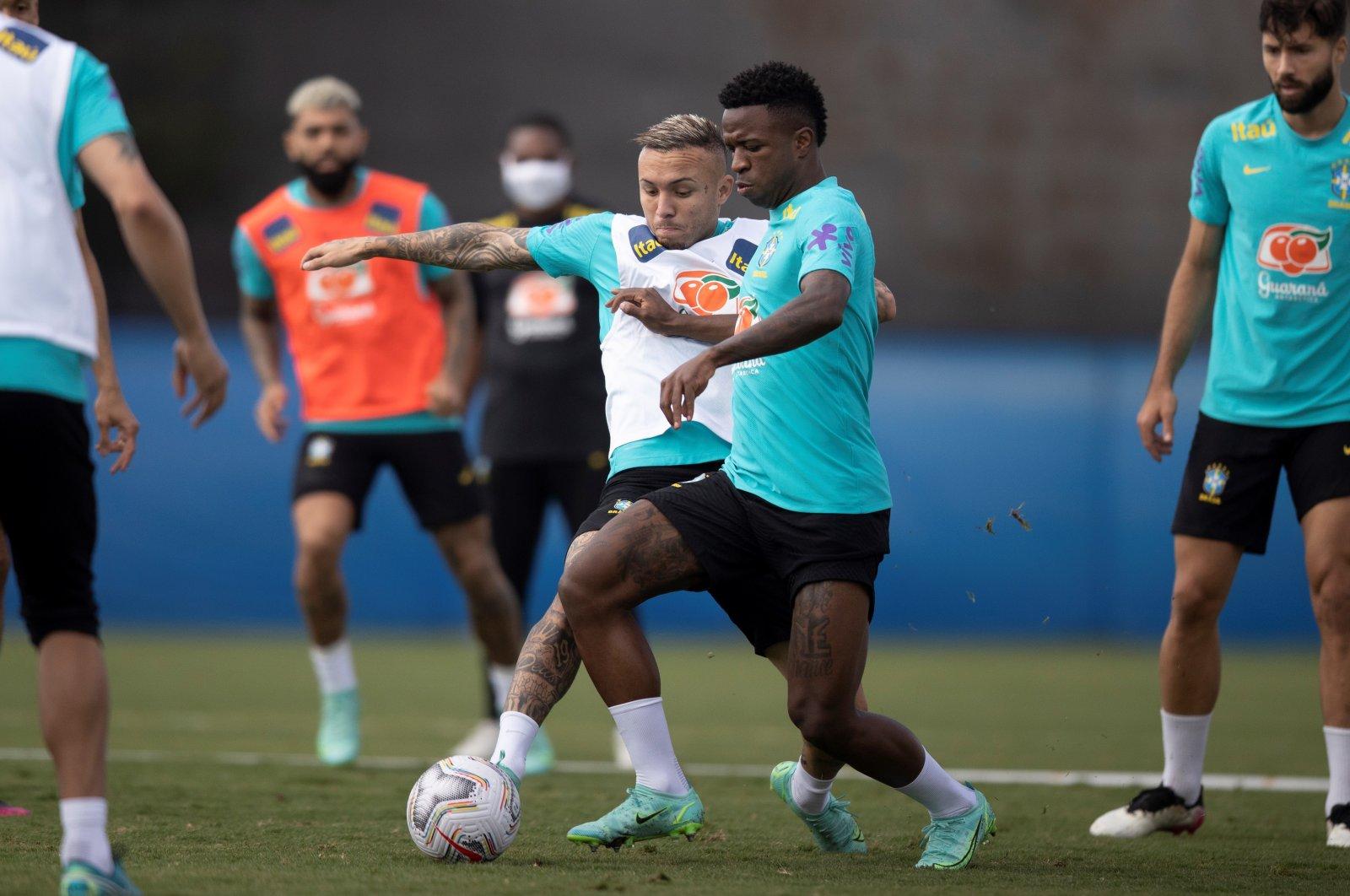 Brazilian national team players Vinicius Junior (2nd R) and Everton participate in a training session in Brasilia, Brazil, June 14, 2021. (EPA Photo)