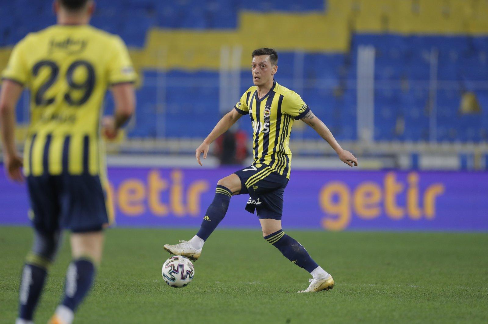 Fenerbahçe's Mesut Özil in action during a Süper Lig match against Galatasaray in Istanbul, Turkey, Feb. 6, 2021. (AP Photo)