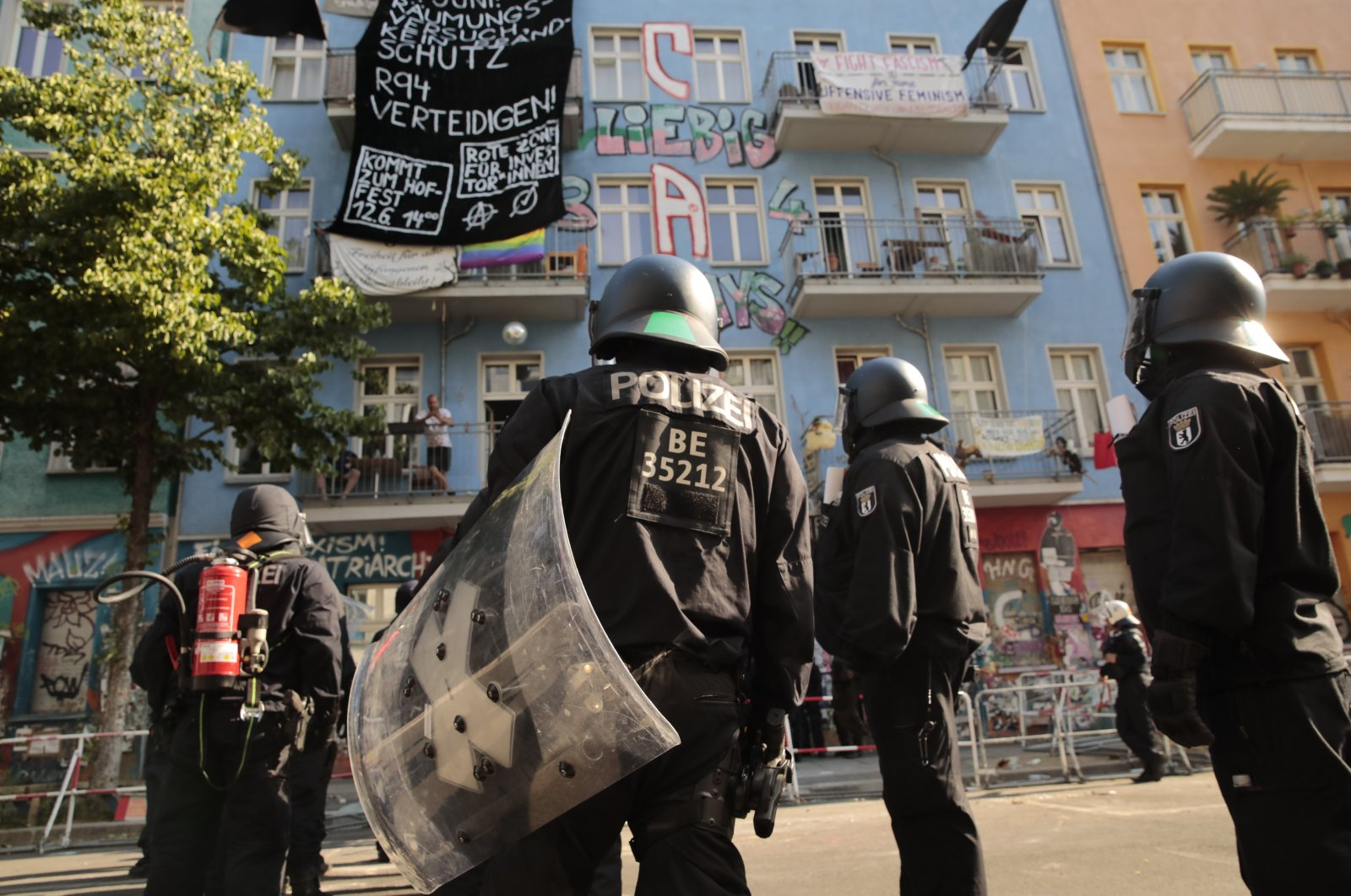 """Police stand in front of the """"Rigaer 94"""" squat at the Rigaer Straße (Riga Street) in Berlin, Germany, June 18, 2021. (AP Photo)"""