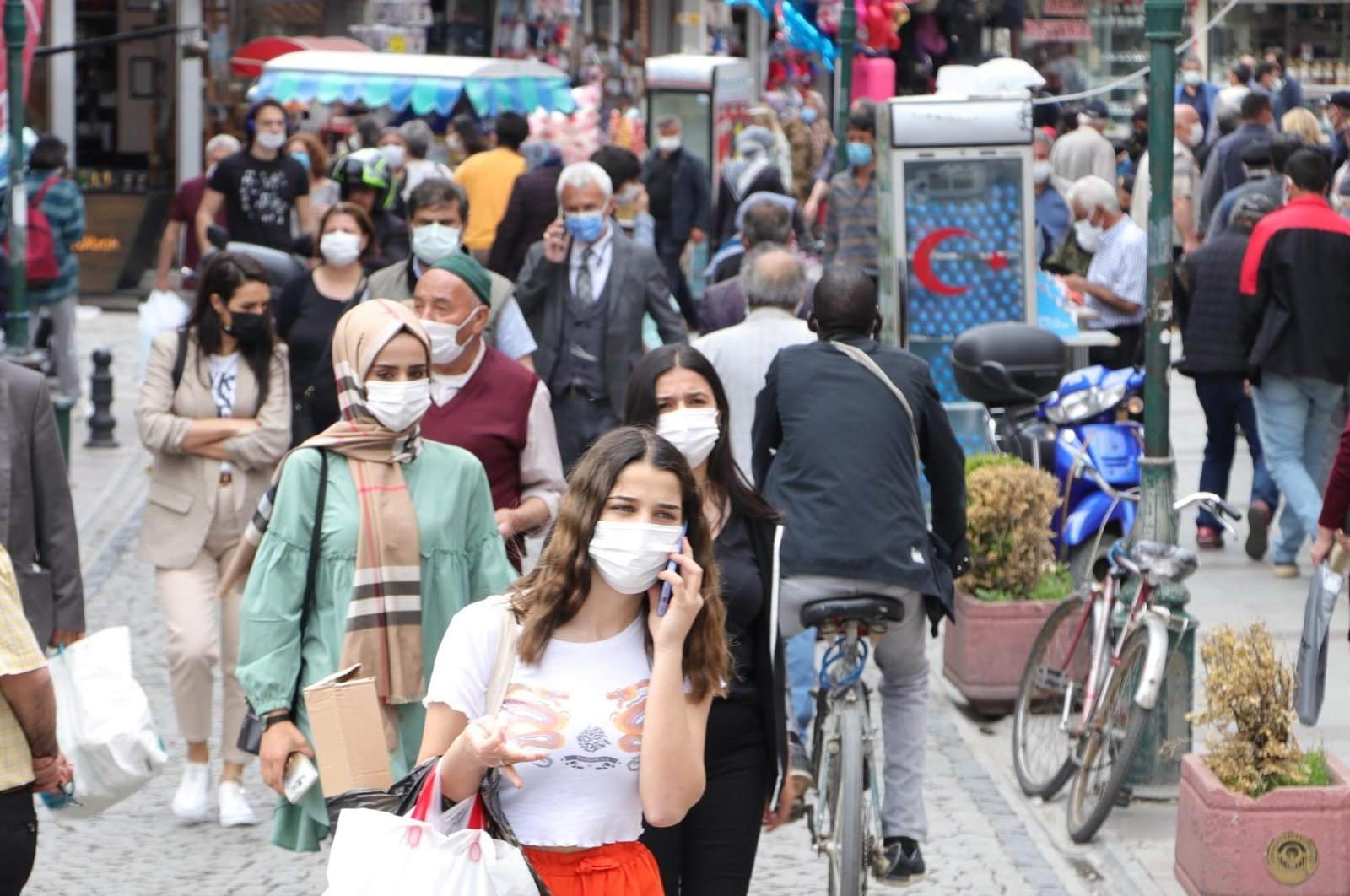 People wearing protective masks against COVID-19 walk on a street, in Eskişehir, central Turkey, May 19, 2021. (DHA PHOTO)