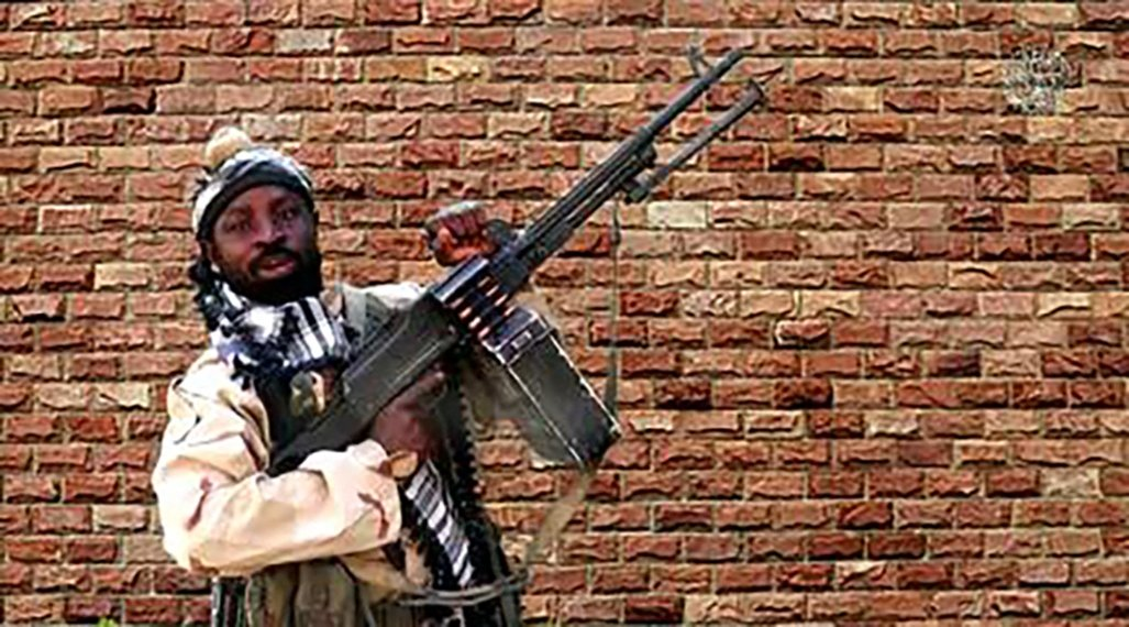 Boko Haram factional leader Abubakar Shekau holds a heavy machine gun at an undisclosed location in Nigeria, from a screengrab made on Jan. 15, 2018. (AFP File Photo)