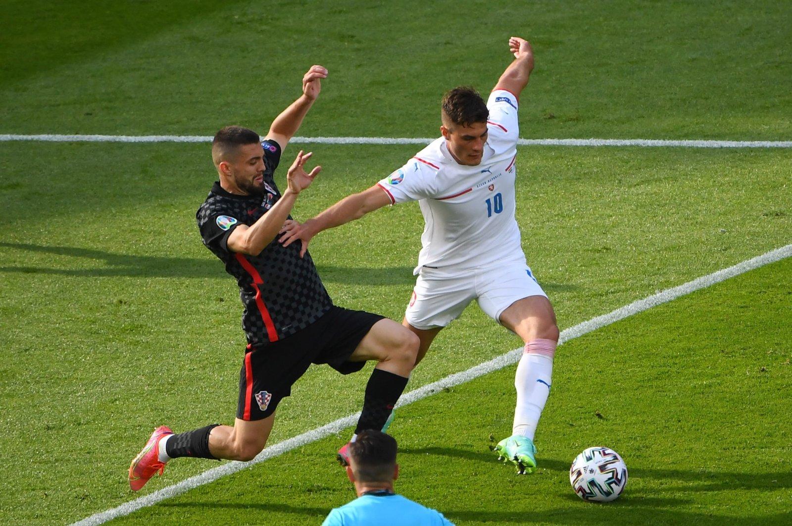 Croatia's Mateo Kovacic (L) in action with Czech Republic's Patrik Schick in a Euro 2020 Group D football match between Croatia and the Czech Republic in Hampden Park, Glasgow, Scotland, U.K., June 18, 2021. (Reuters Photo)