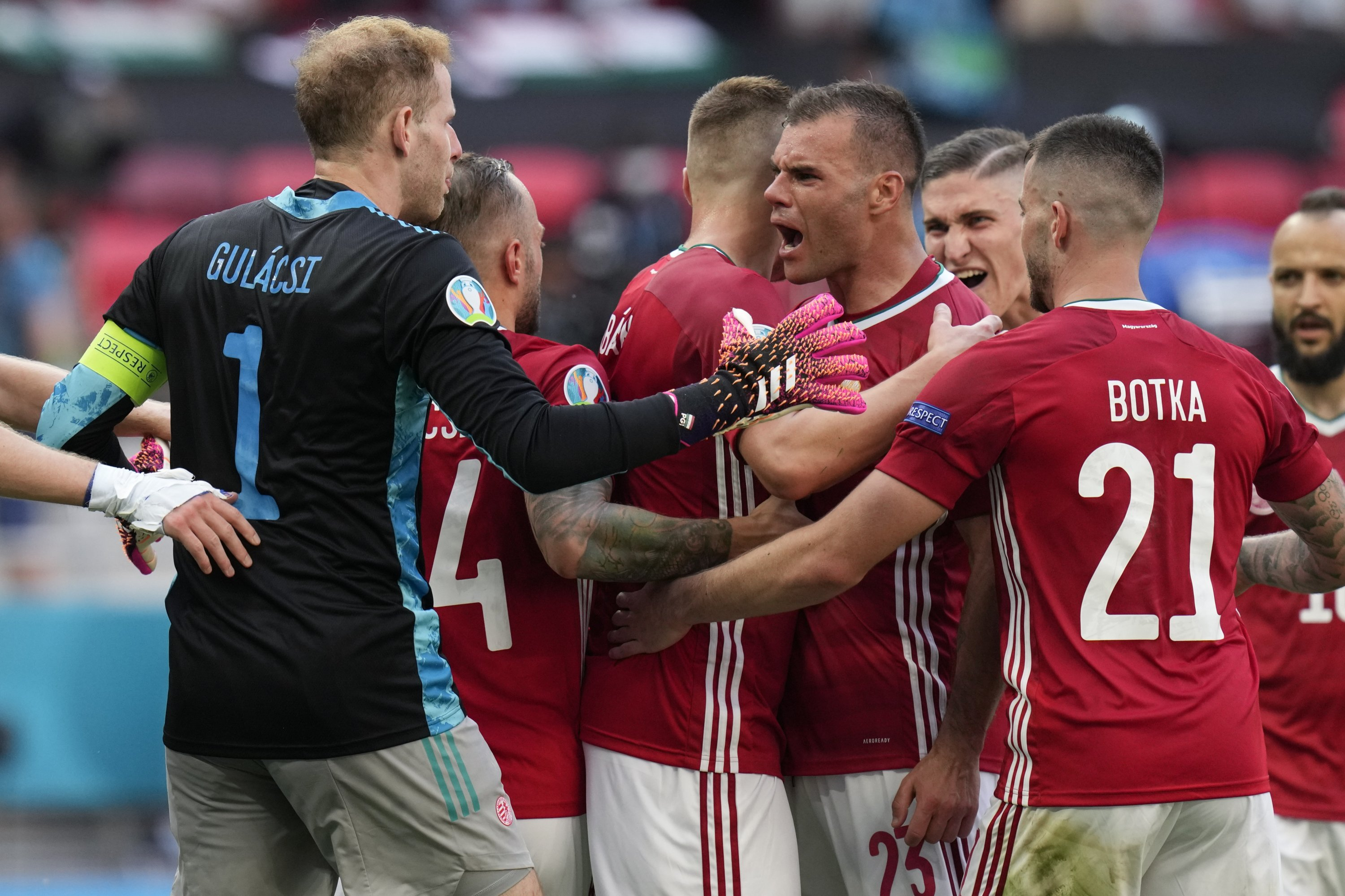 Hungary's players celebrate at the end of the Euro 2020 Group F match against France, at the Ferenc Puskas stadium in Budapest, Saturday, June 19, 2021. The match ended in a 1-1 draw. (AP Photo / Darko Bandic, Pool)