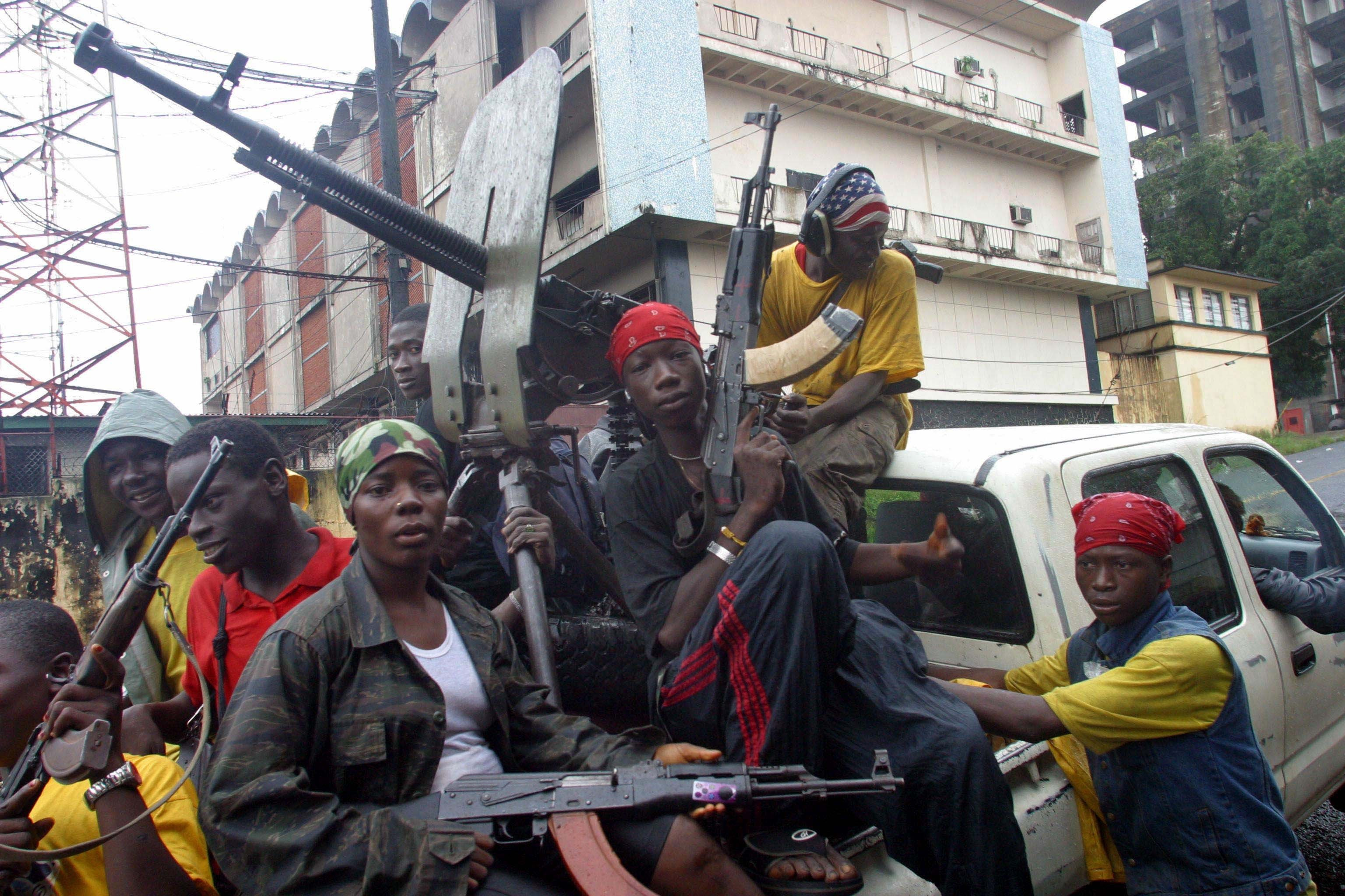 Guerilla fighters loyal to President Charles Taylor prepare themselves in Monrovia, Liberia, July 30, 2003. (Reuters)