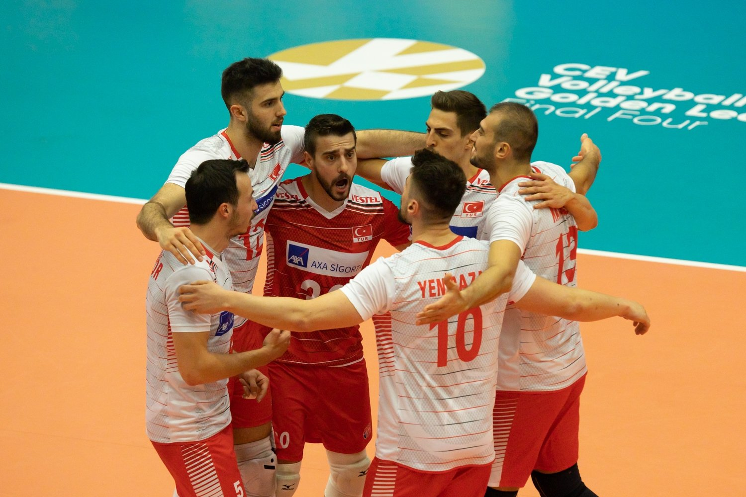 The Turkish national team celebrates after becoming champions at CEV Men's Volleyball European Golden League 2021 in Belgium, June 20, 2021 (AA Photo)