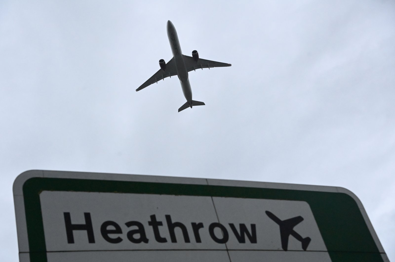 An aircraft takes off from Heathrow Airport amid the spread of the coronavirus disease (COVID-19) pandemic in London, Britain, Feb. 4, 2021. (Reuters Photo)