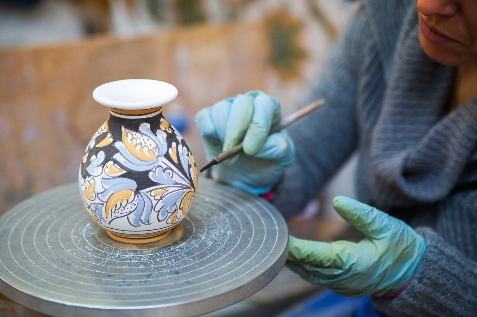 An artist paints an Iznik pottery vase in Bursa, northwestern Turkey in this photo handed out on June 18, 2021. (AA Photo)