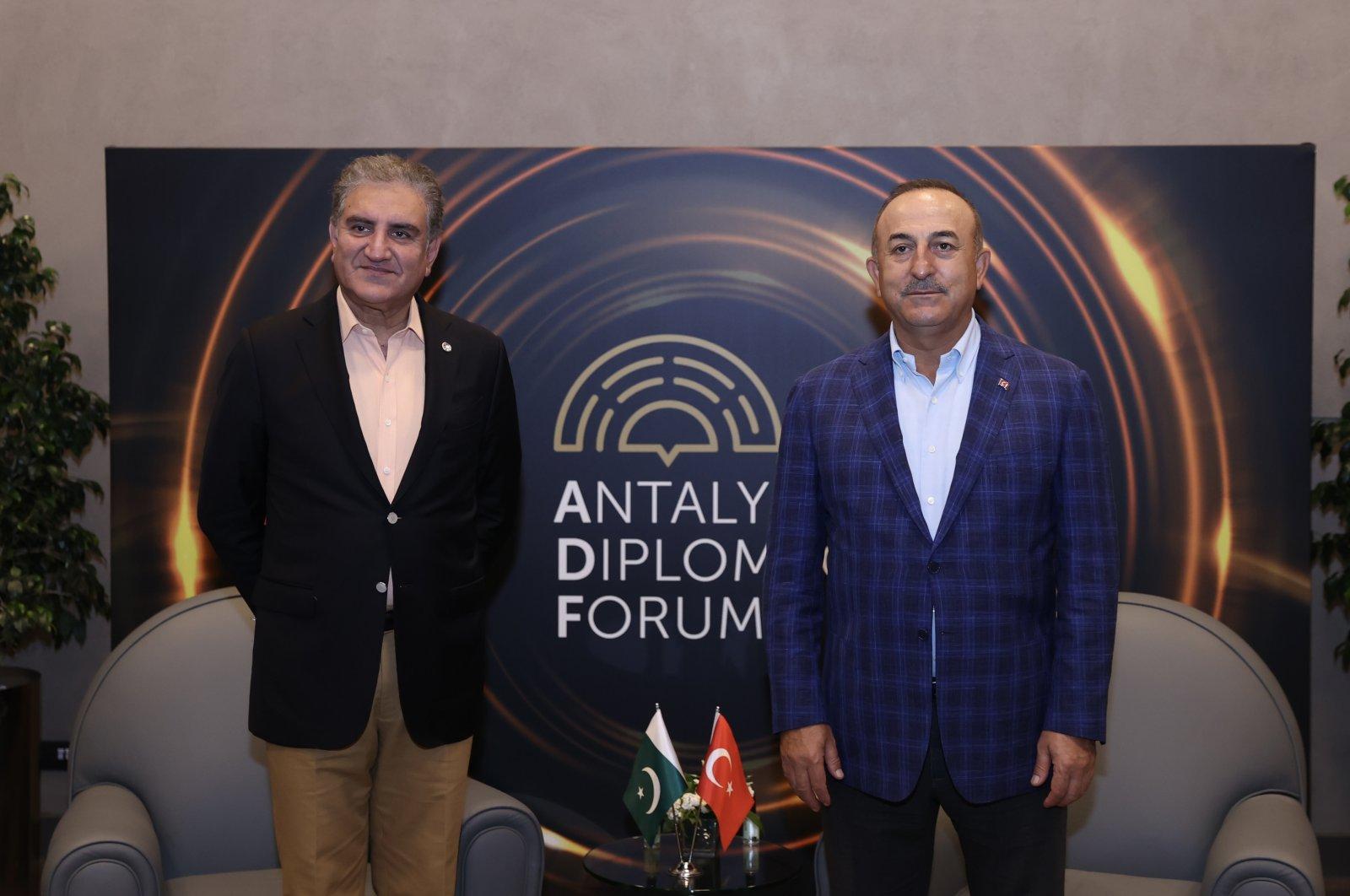 Pakistan's Foreign Minister Shah Mahmood Qureshi (L) and Foreign Minister Mevlüt Çavuşoğlu at the Antalya Diplomacy Forum, June 20, 2021 (AA Photo)