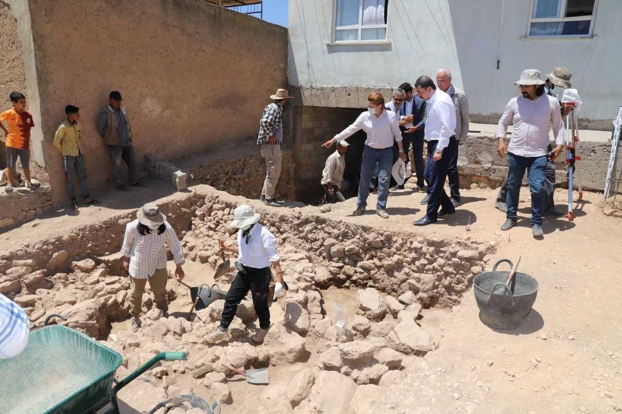 Archaeological teams and a delegation from the Karaköprü Mayor's Office inspect the site of Sarayburç Ruins where archaeological excavations have begun, Şanlıurfa, Turkey, June 21, 2021. (AA Photo)